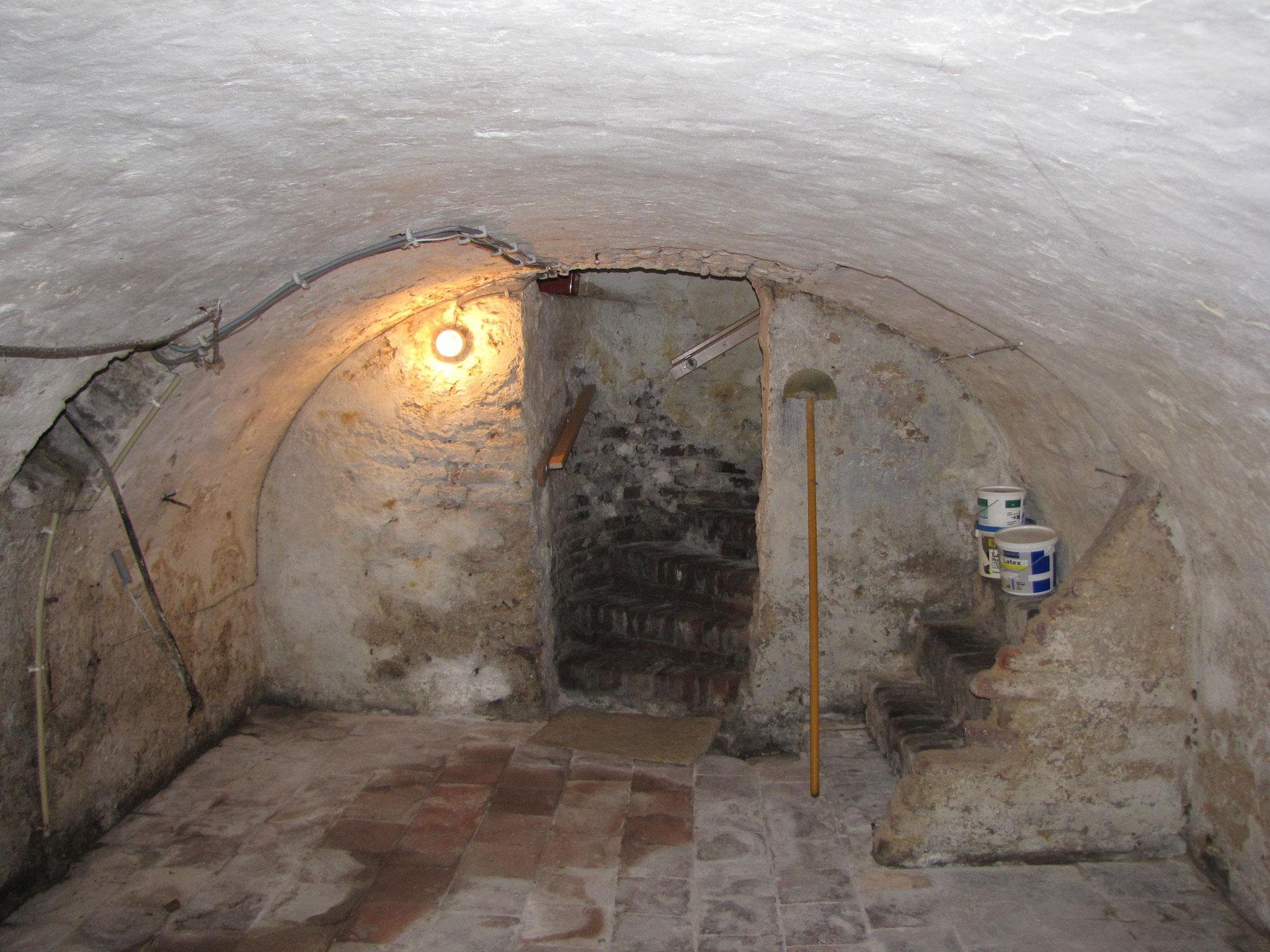 Kelderstructuur: relict van vóór 1765.
