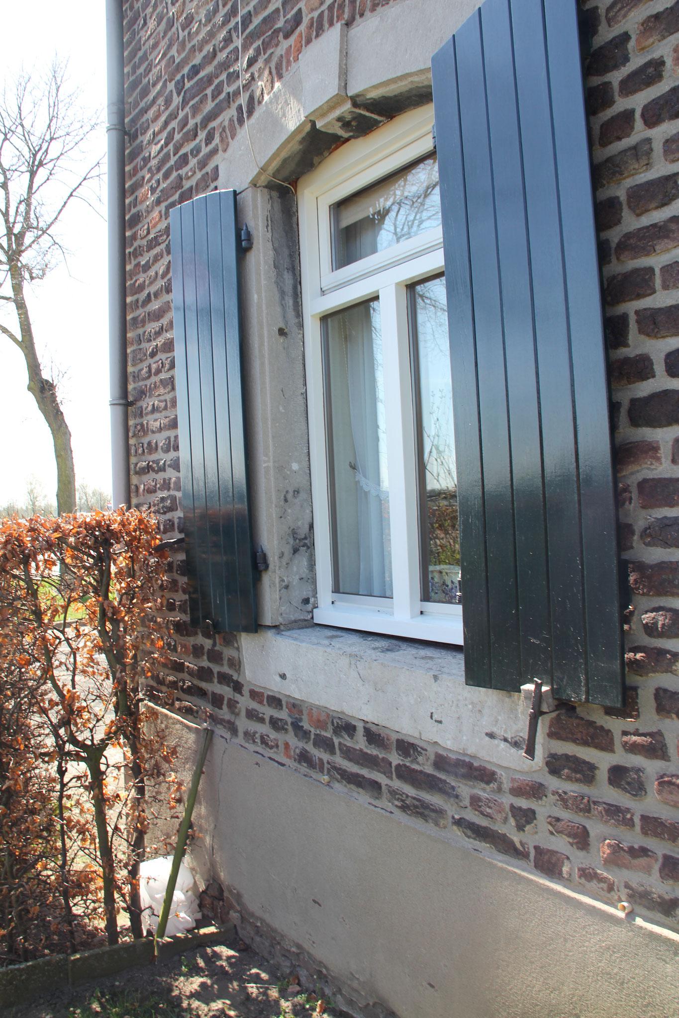 Achttiende-eeuwse hardstenen vensteromlijsting.