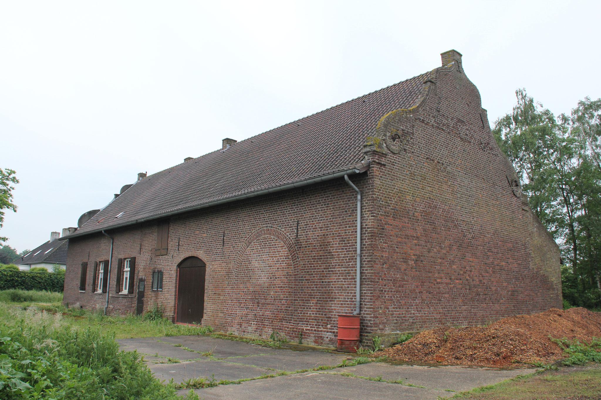 De noordgevel van de Weijershof, circa 1700: groot probleem met optrekkend vocht.