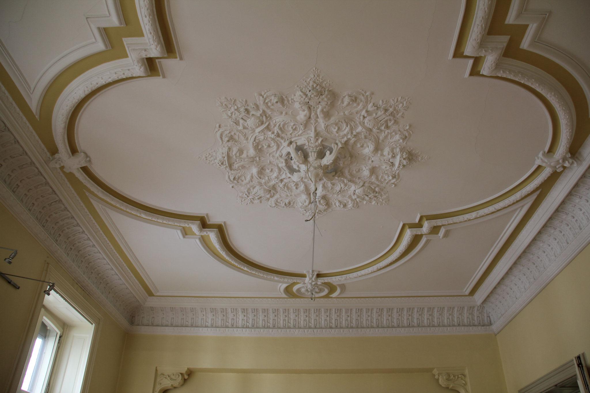 Detail: stucwerk op de bel-etage