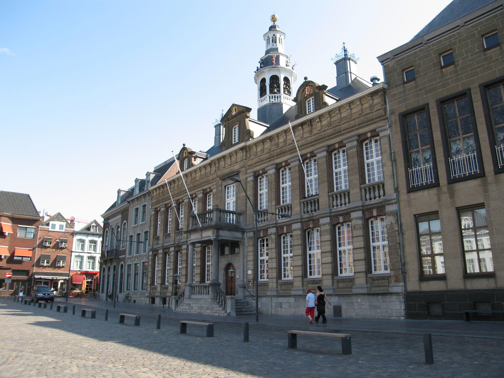 De Markt met het stadhuis.