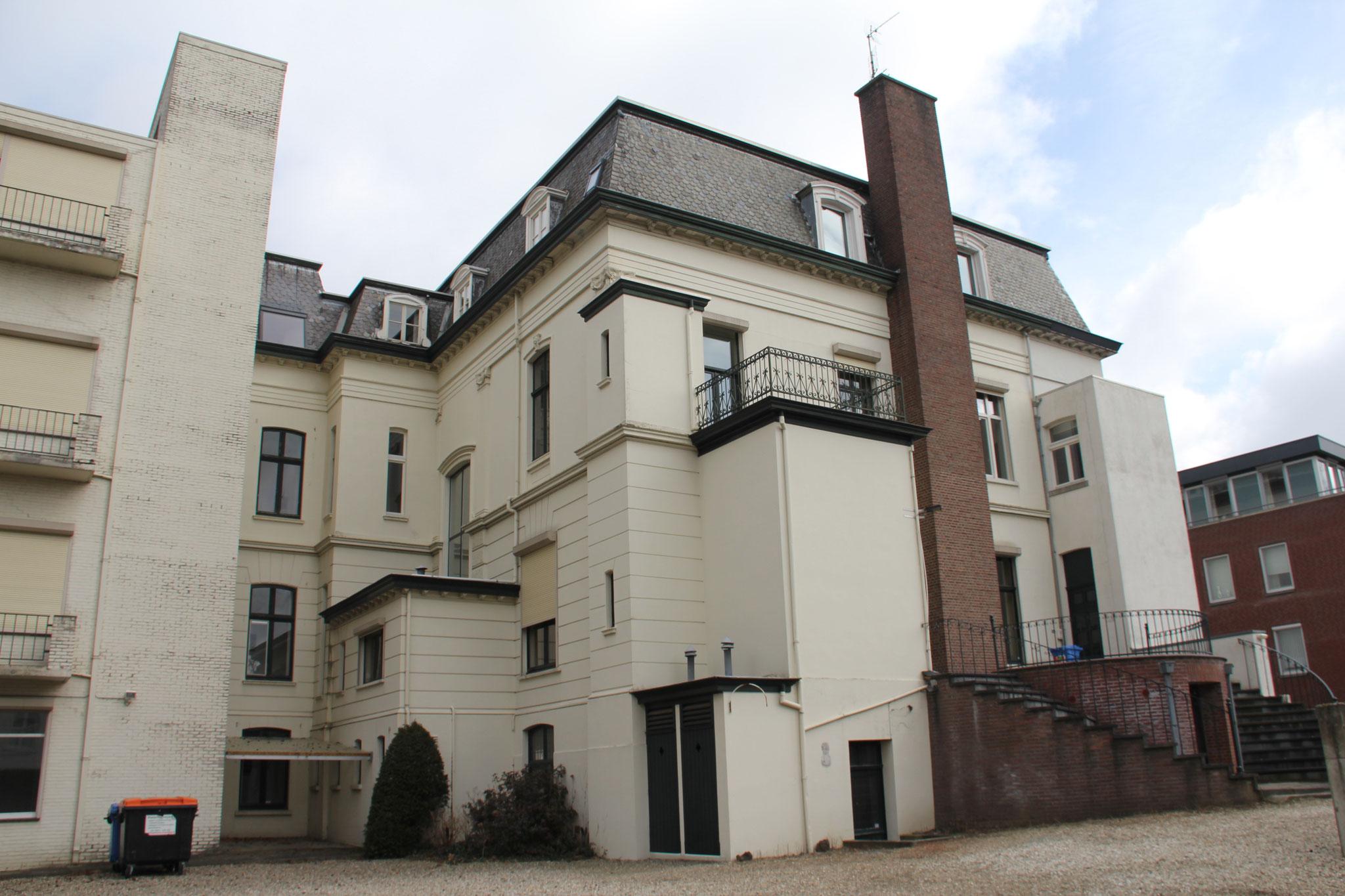 De achterzijde van het huis