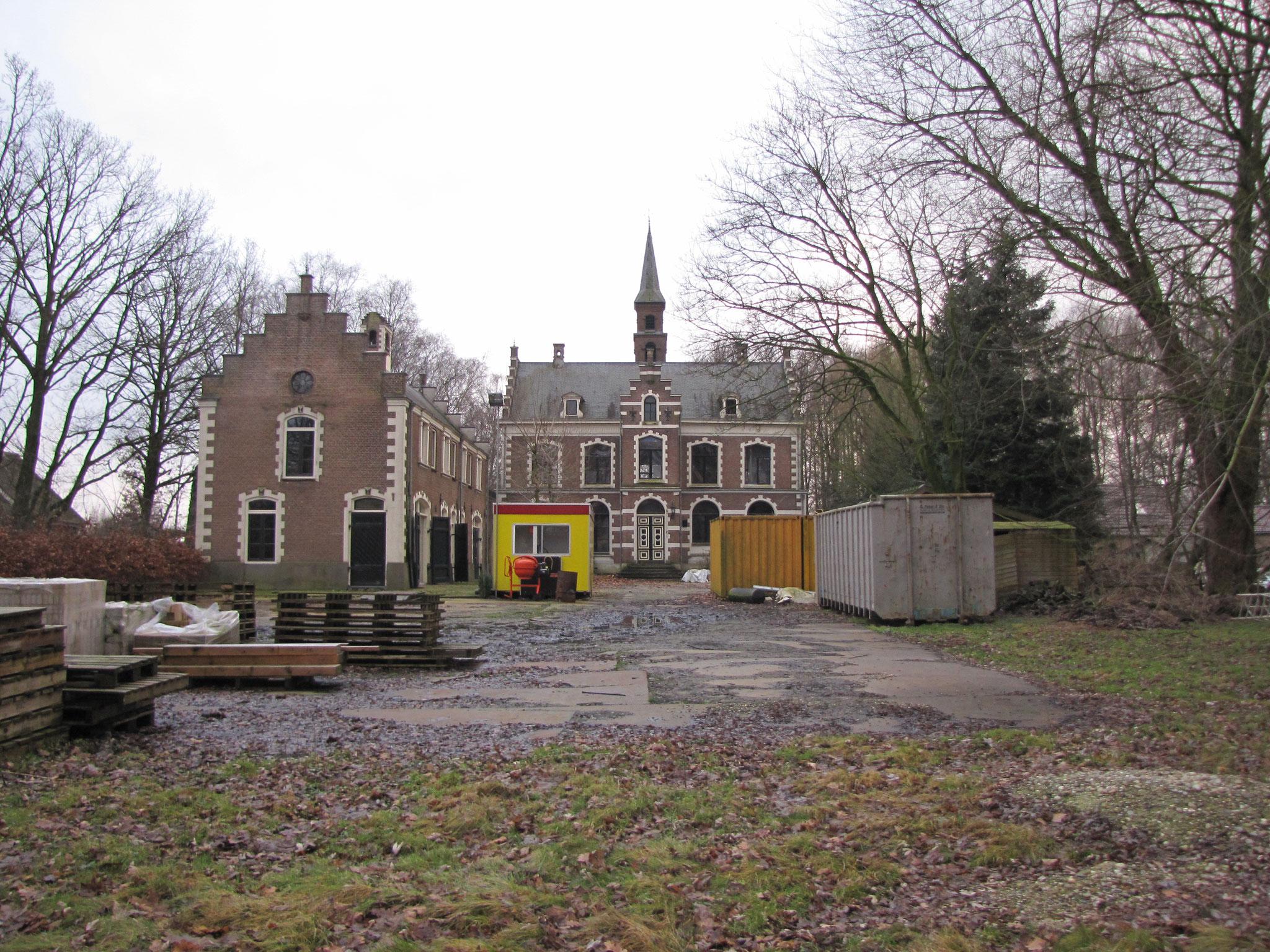 Overzicht van De Bruinhorst, gezien vanaf de tuin.