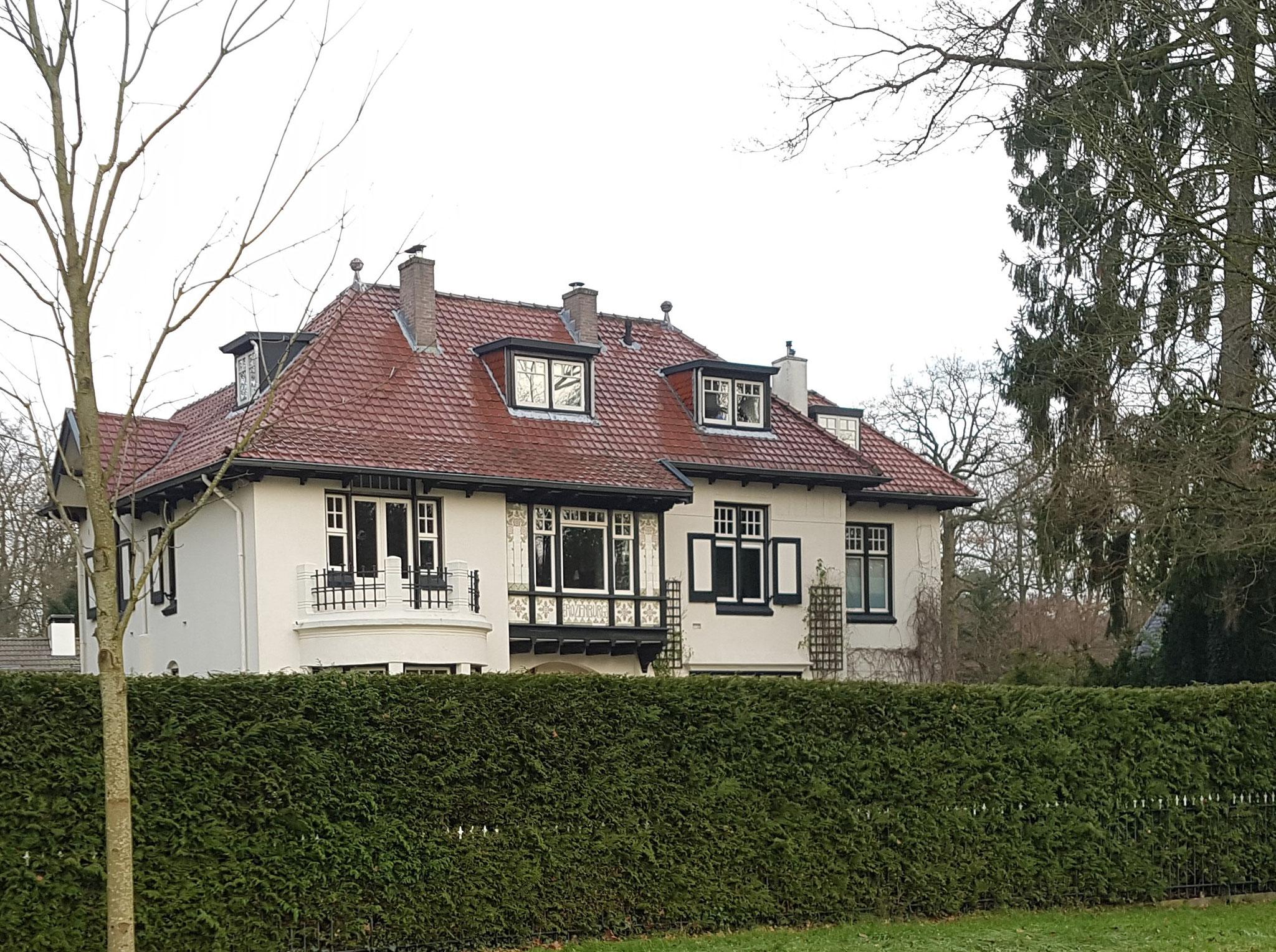 Villa Rozenburg, het hoofdhuis aan de Regentesselaan.