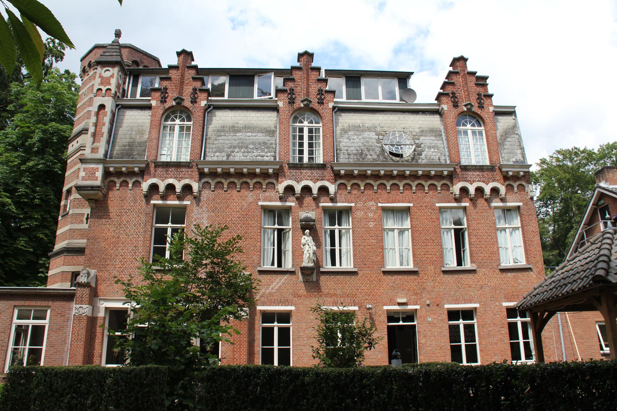 Villa Beduinenhof, zijgevel.