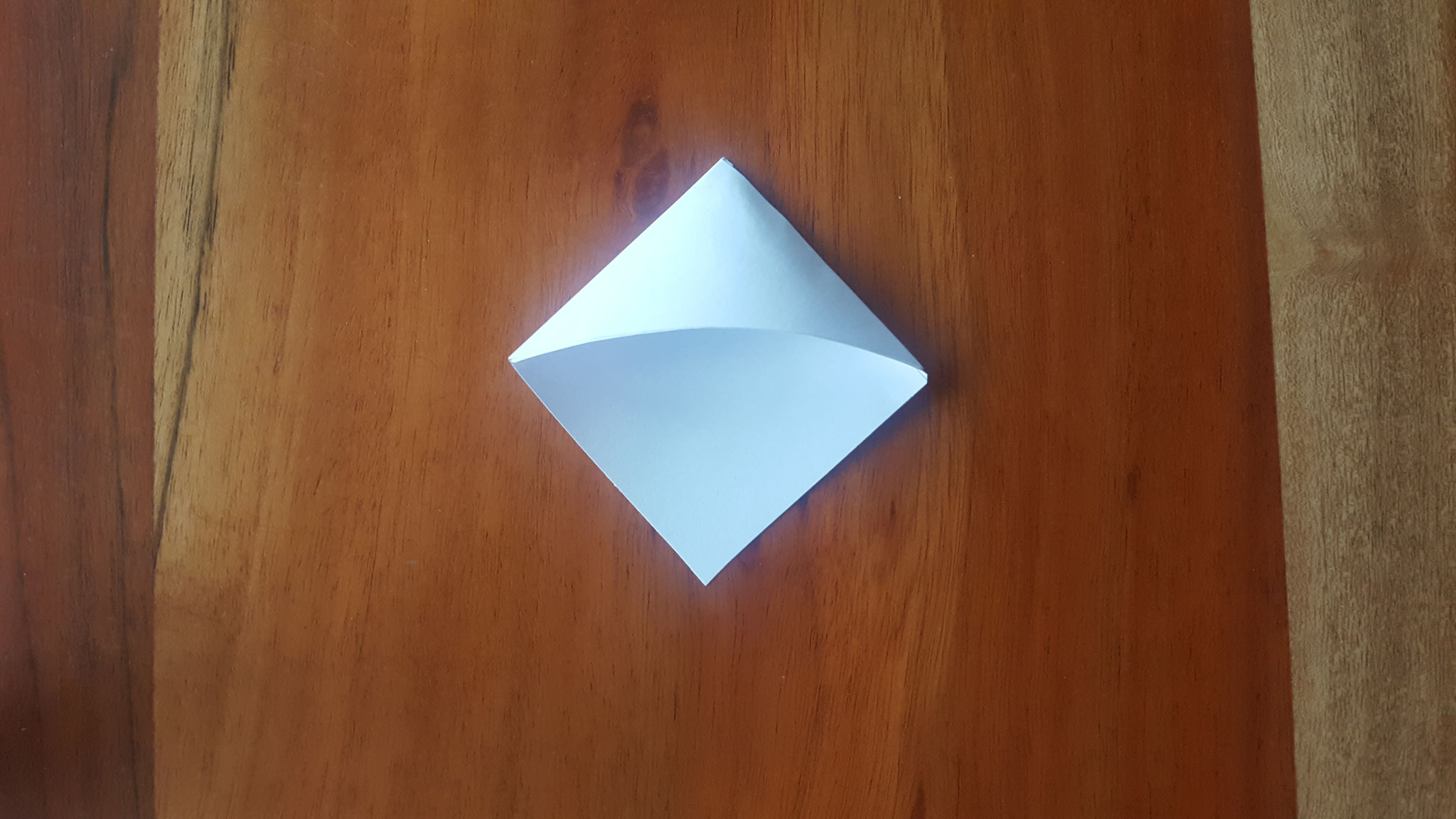 Das obere Dreieck an das Untere geklebt