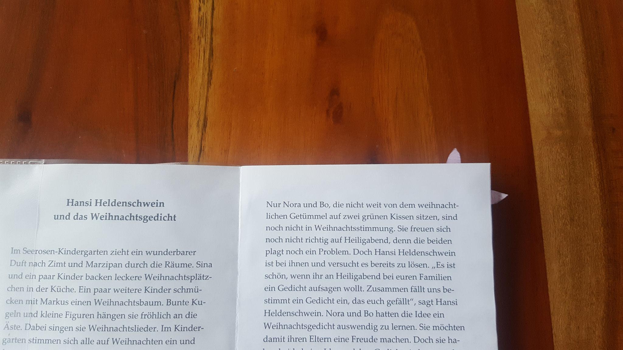 Die Ohren des Hansi-Lesezeichens sind zusehen, wenn umgeblättert wird