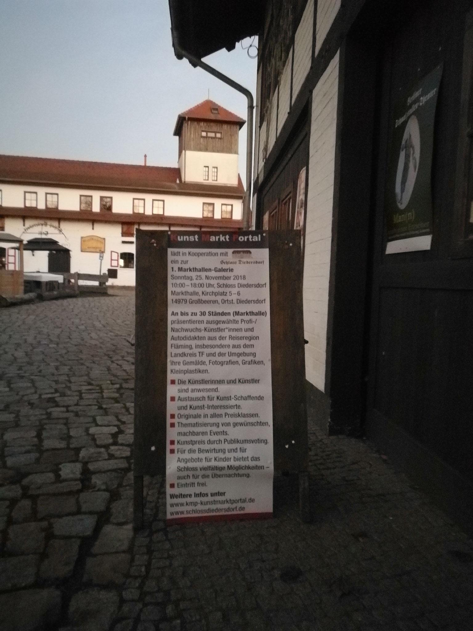 """Aufsteller """"Markthallen-Galerie, dahinter der """"Kuhstall"""""""
