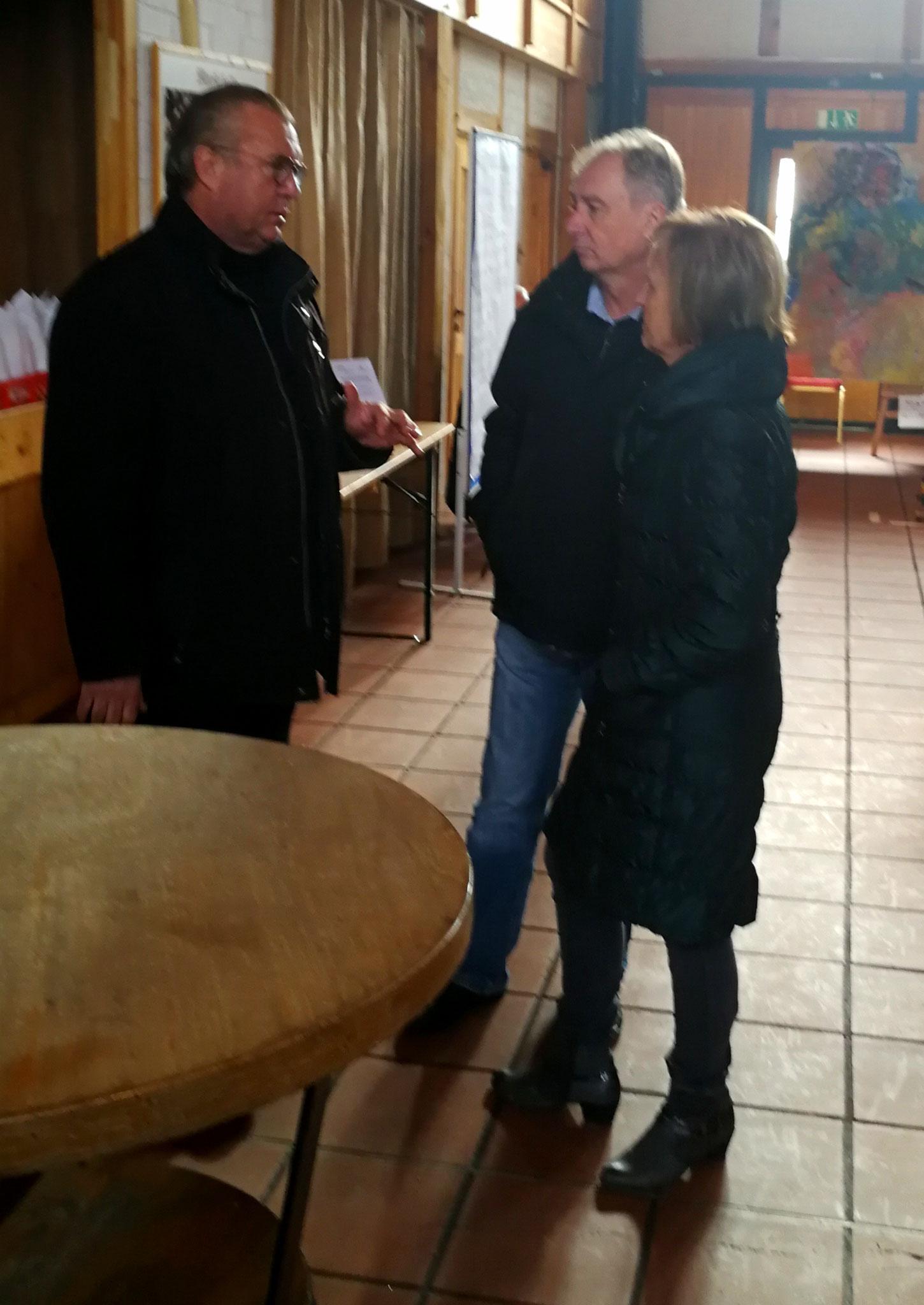 Schloss Eigner Thomas Worm im Gespräch mit Besuchern