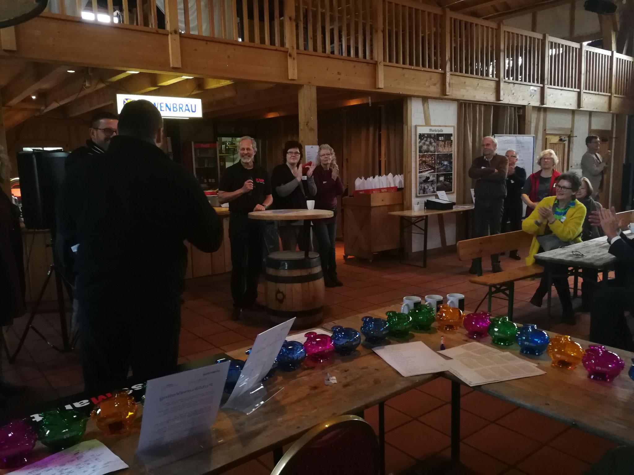Begrüßung von Herrn BM Borstel und Herrn Kreistagsabgeordneten Steinhausen durch KMP Inhaber und Ausstellungs-Organisator  Lutz Rasemann