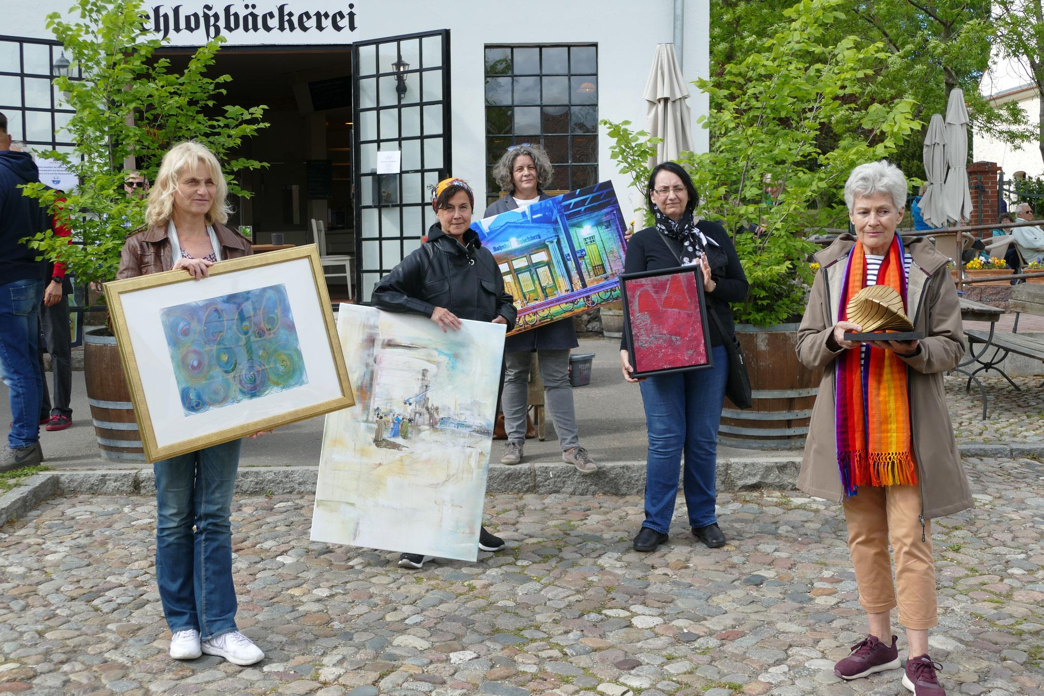 F3+Künstlerinnen_die_Werke_für _die_Ankündigungskarte_u_750JFestschrift_beigetragen_haben