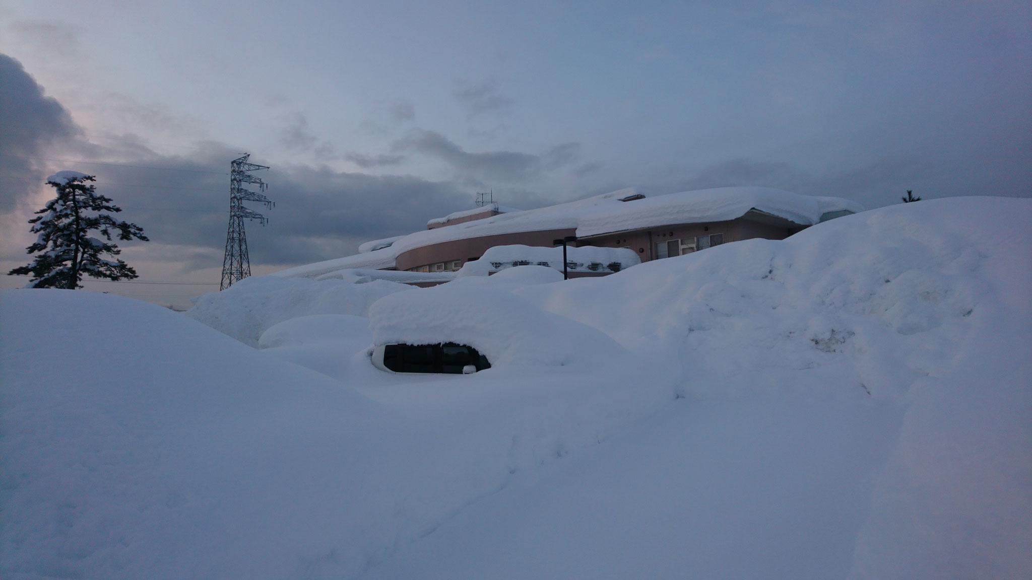 【before】雪に埋め尽くされた駐車場