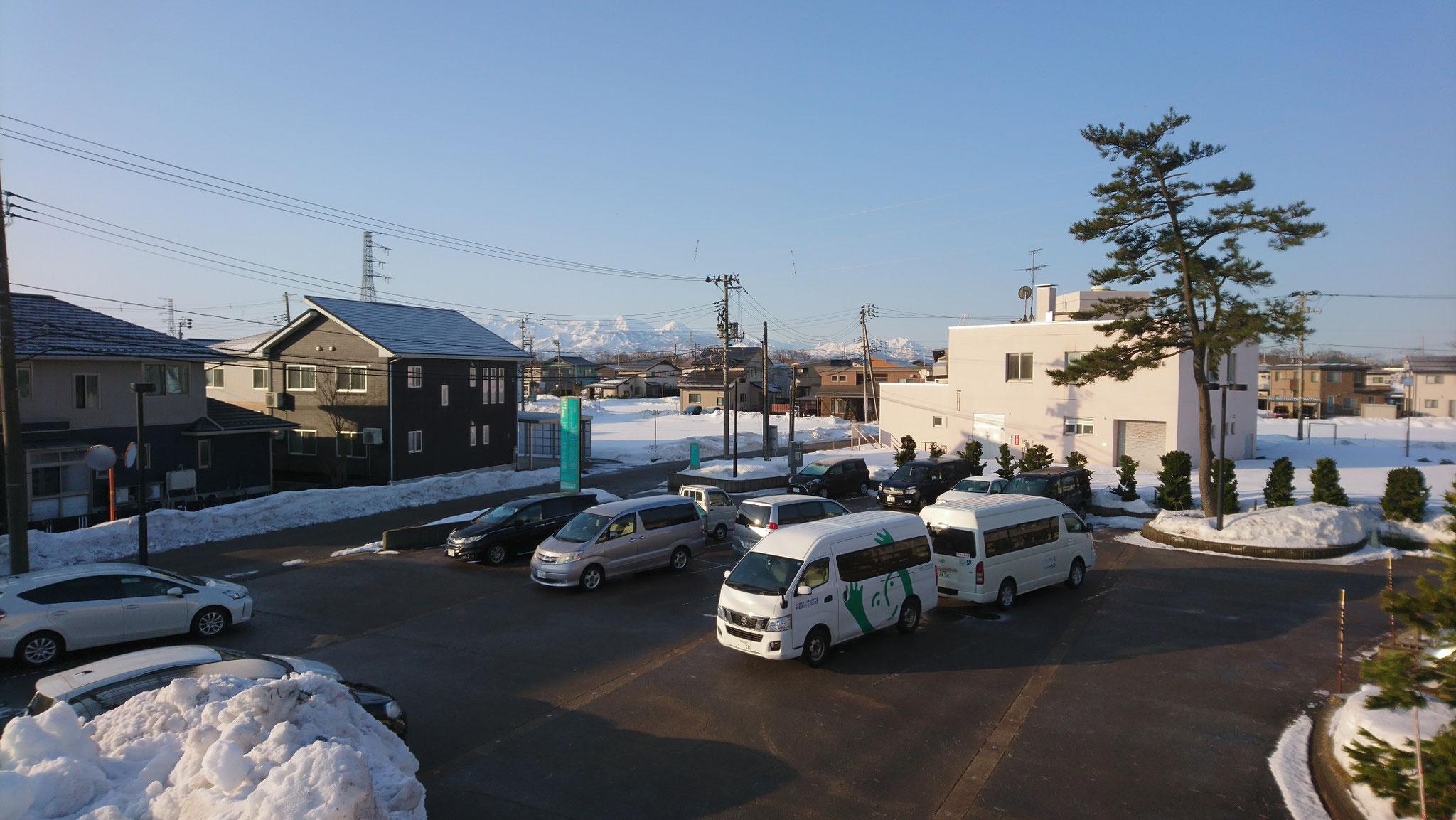 除雪業者さんと当スタッフのおかげで、駐車場もいつもの状態に戻りつつあります