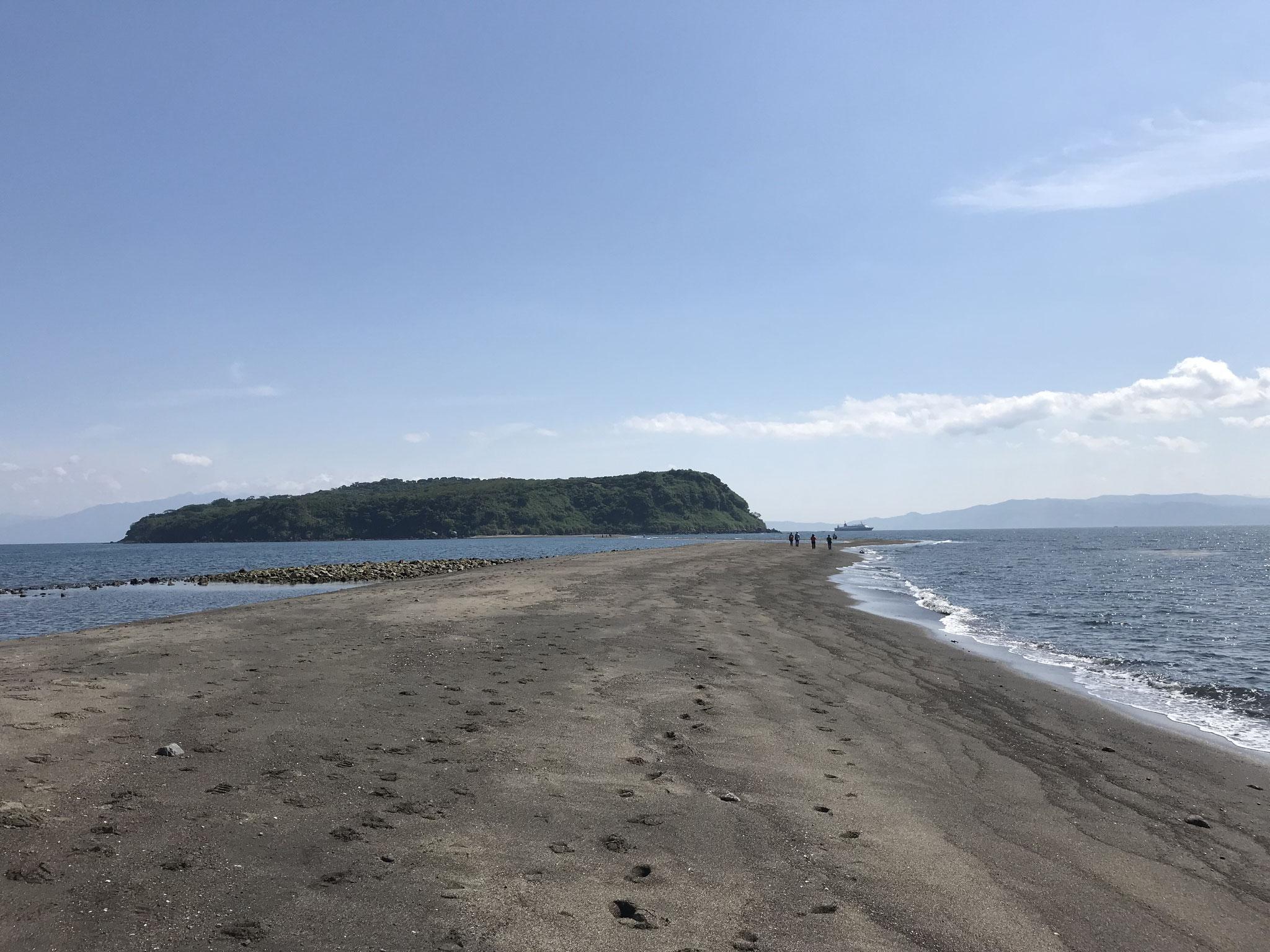 知林ヶ島と砂州(指宿市)