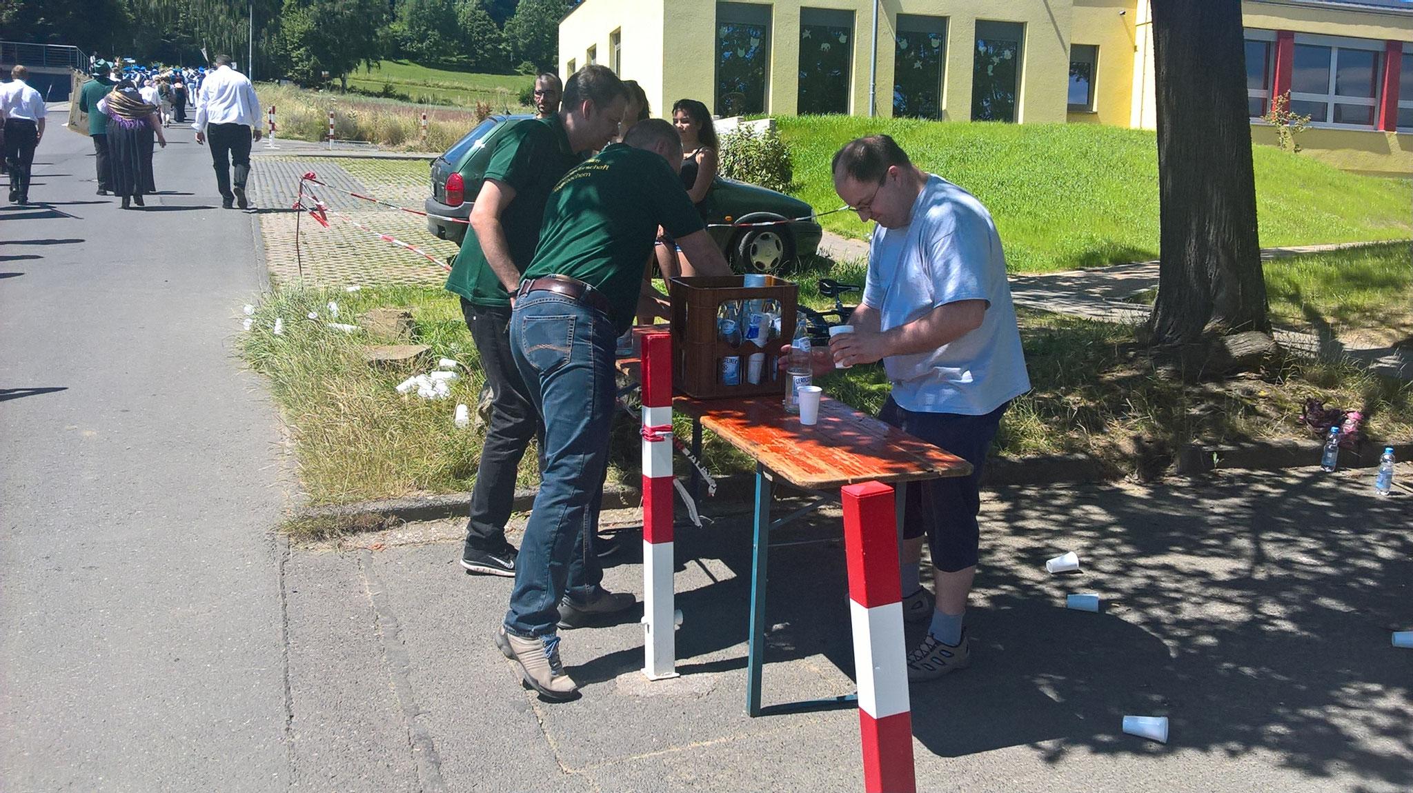 Wasserstation an der Grundschule während des Festzuges.