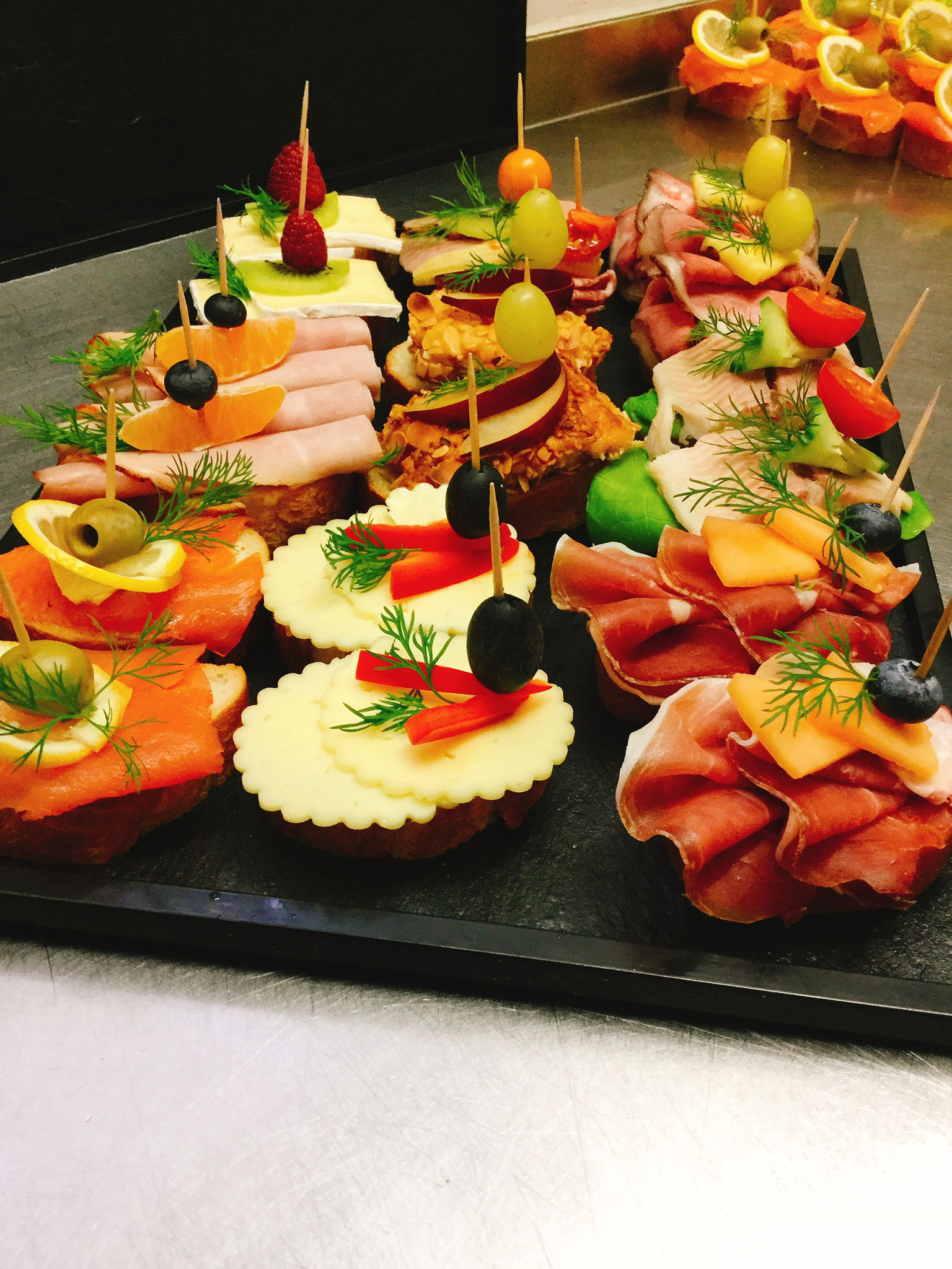 Canapes metzgerei sedlmeir m nchen m nchner wei wurst for Canape toppings