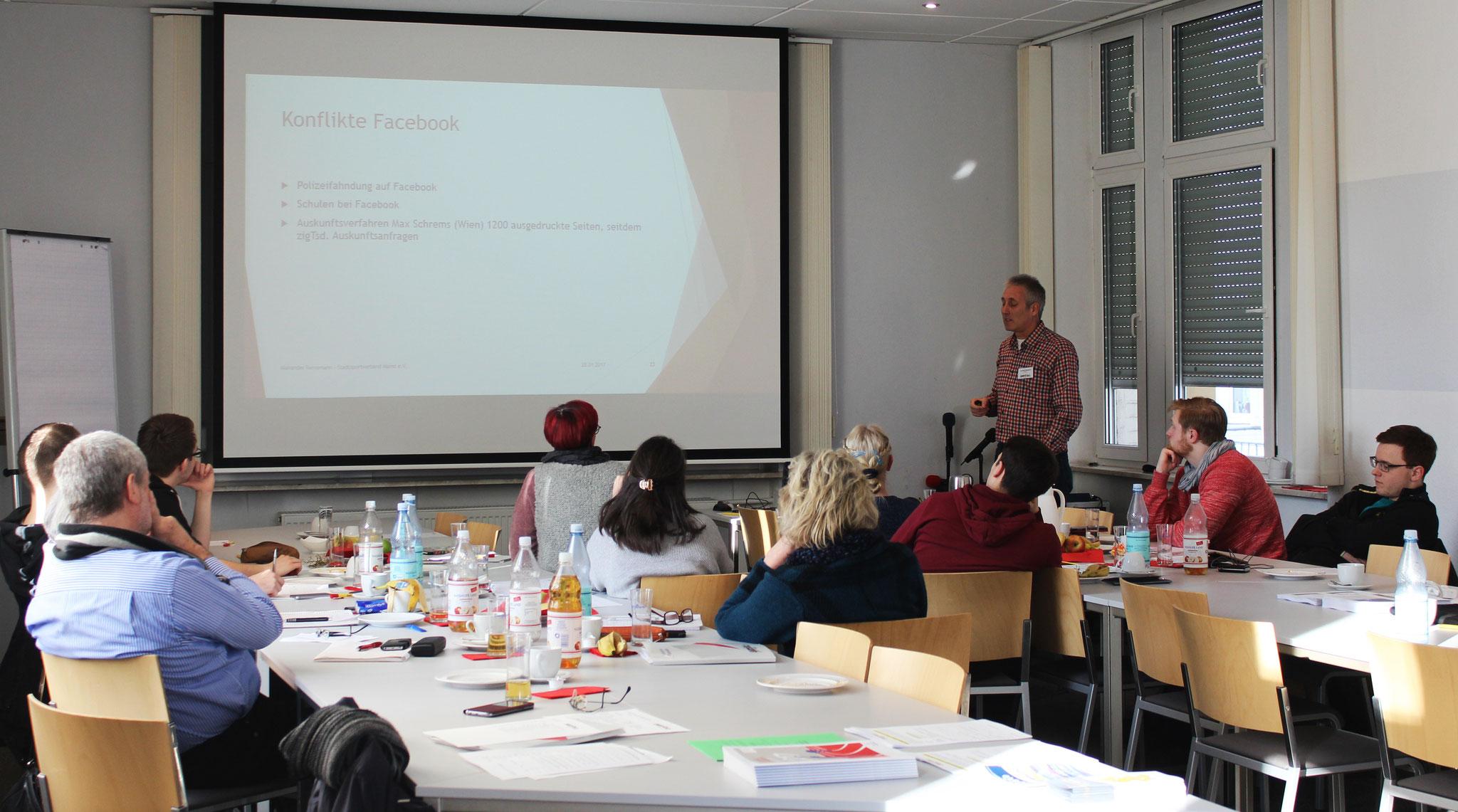 Alexander Reinemann - Präsident des Stadtsportverbandes Mainz - machte auf die Fallstricke und Datenschutzprobleme im Netz aufmerksam