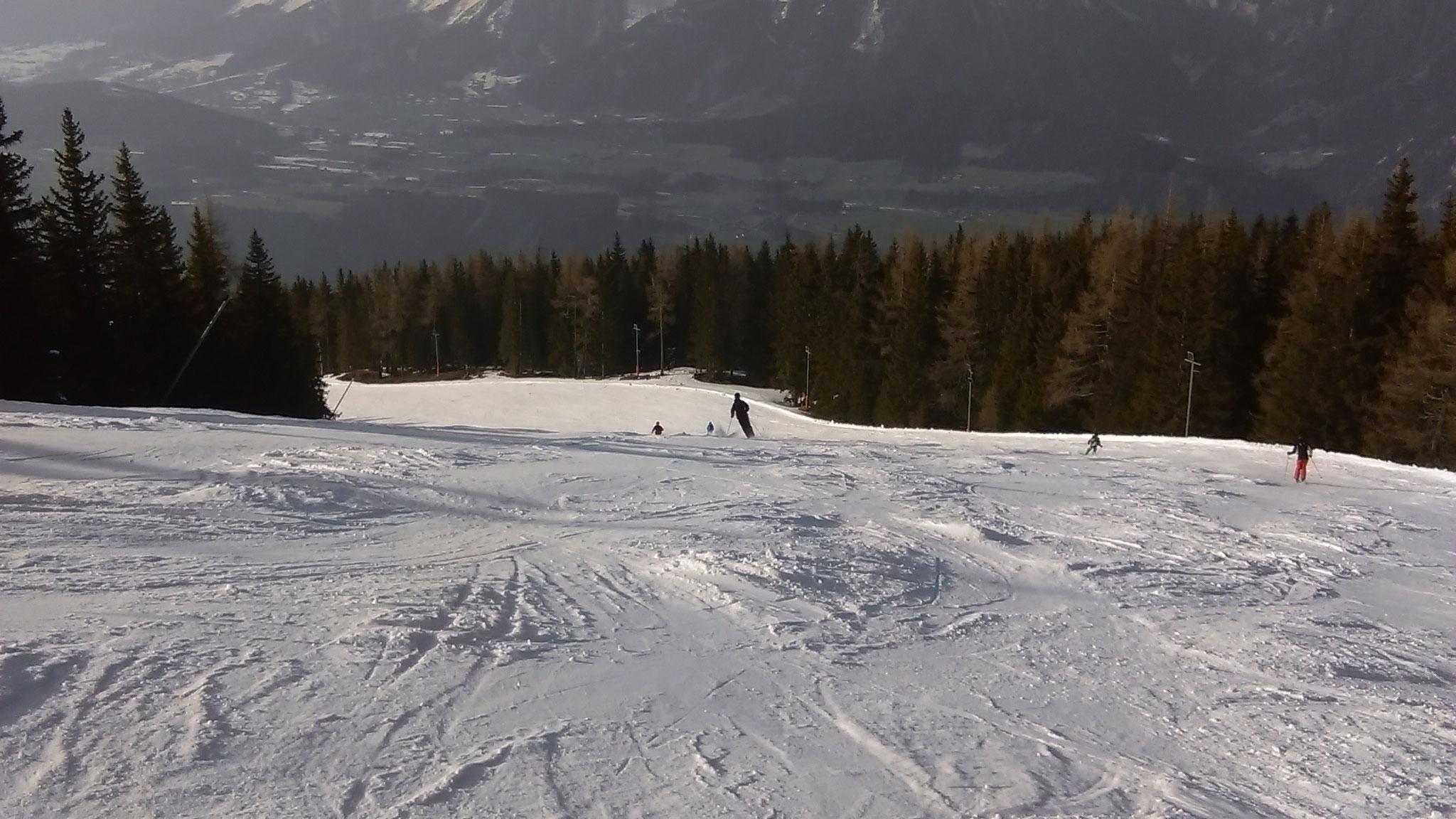 Downhill skiing on Planai