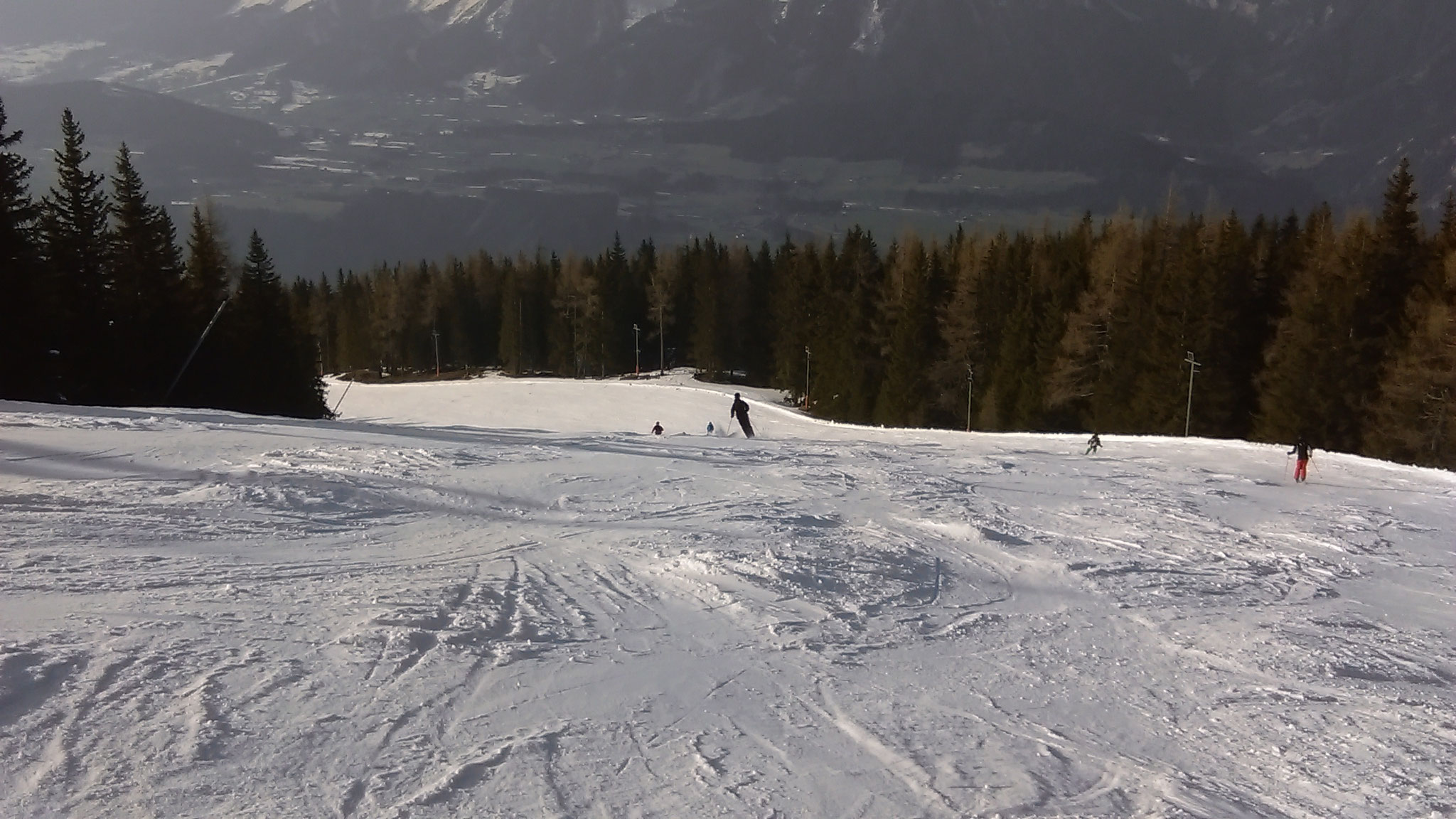 Downhill skiing on Planai