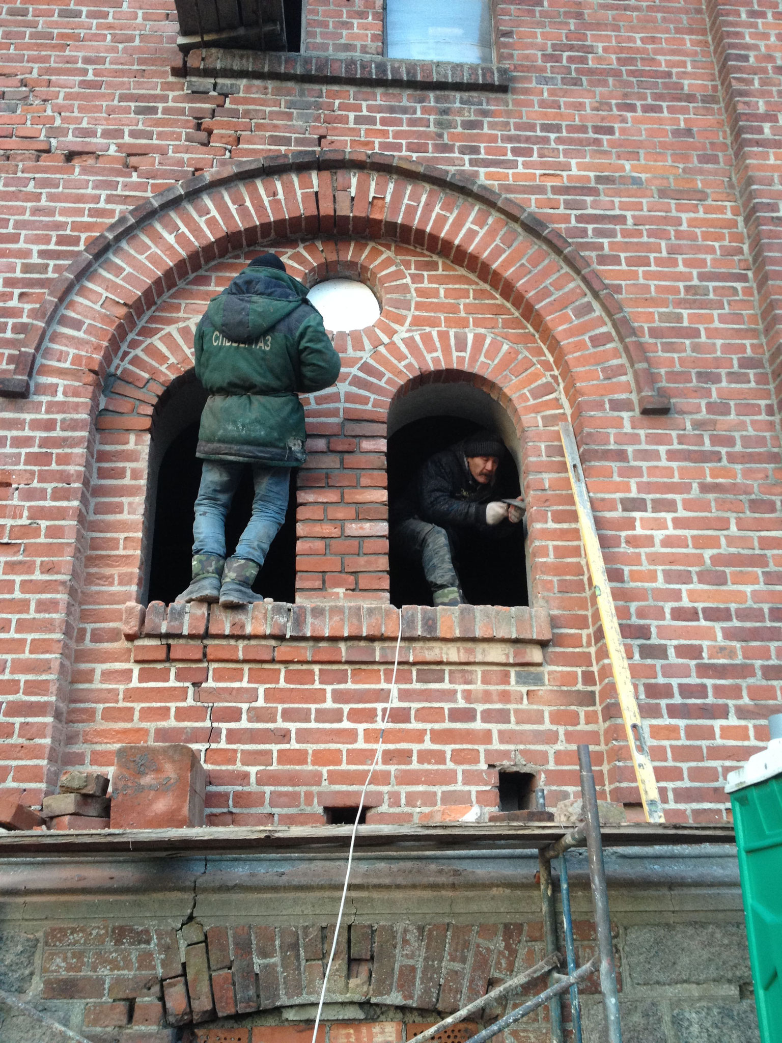 Instandsetzung der äußeren Fensterbögen