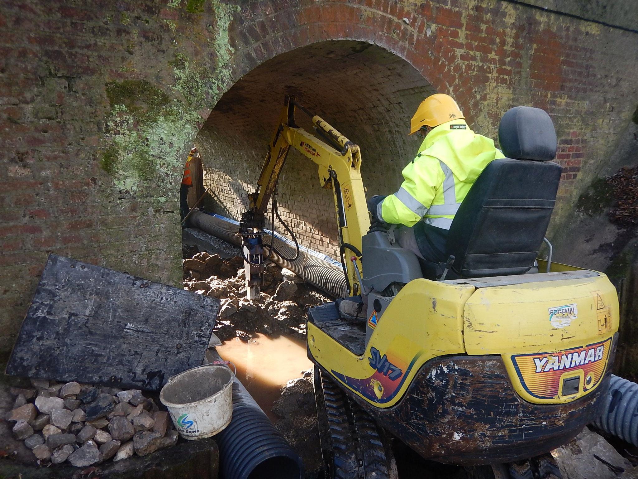 Dérasement du radier du pont au BRH