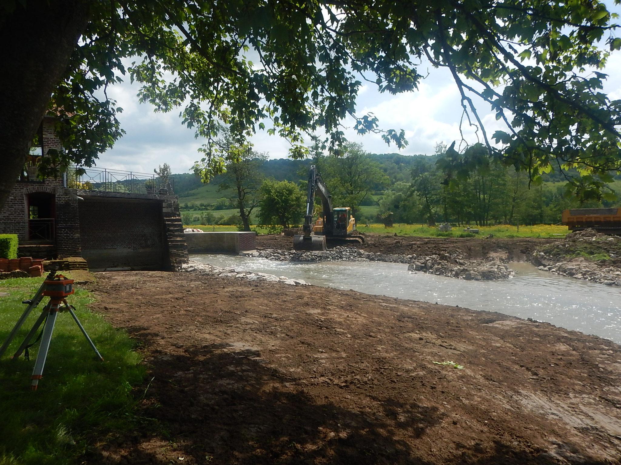 Finalisation de la berge en rive gauche.