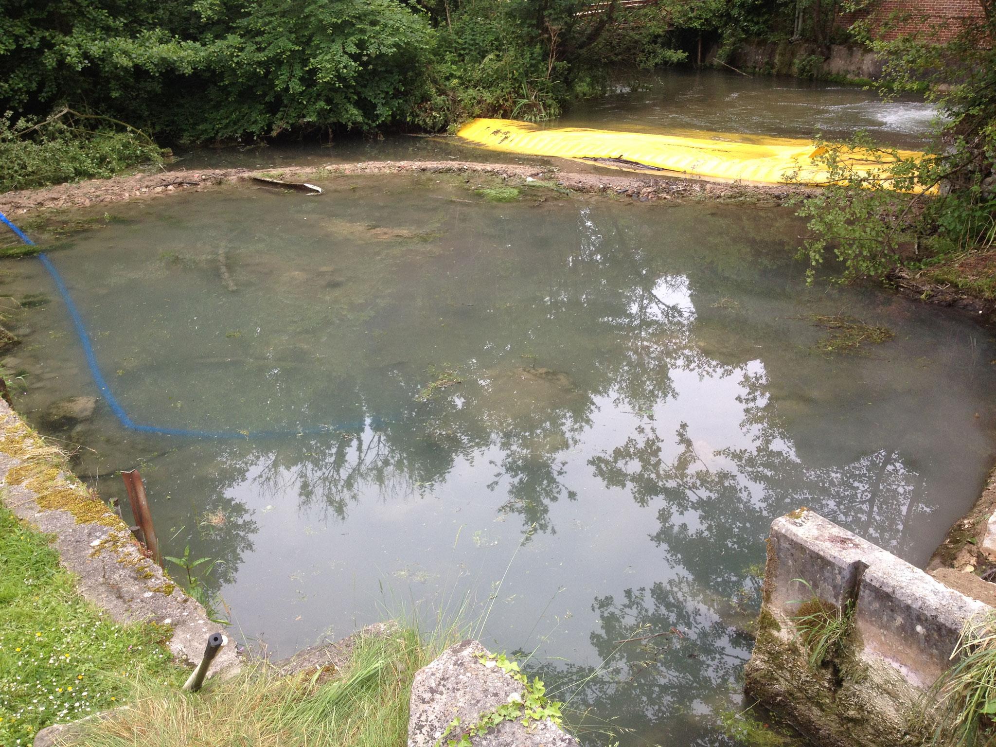 Batardeau (barrage provisoir) à l'aval de l'ouvrage