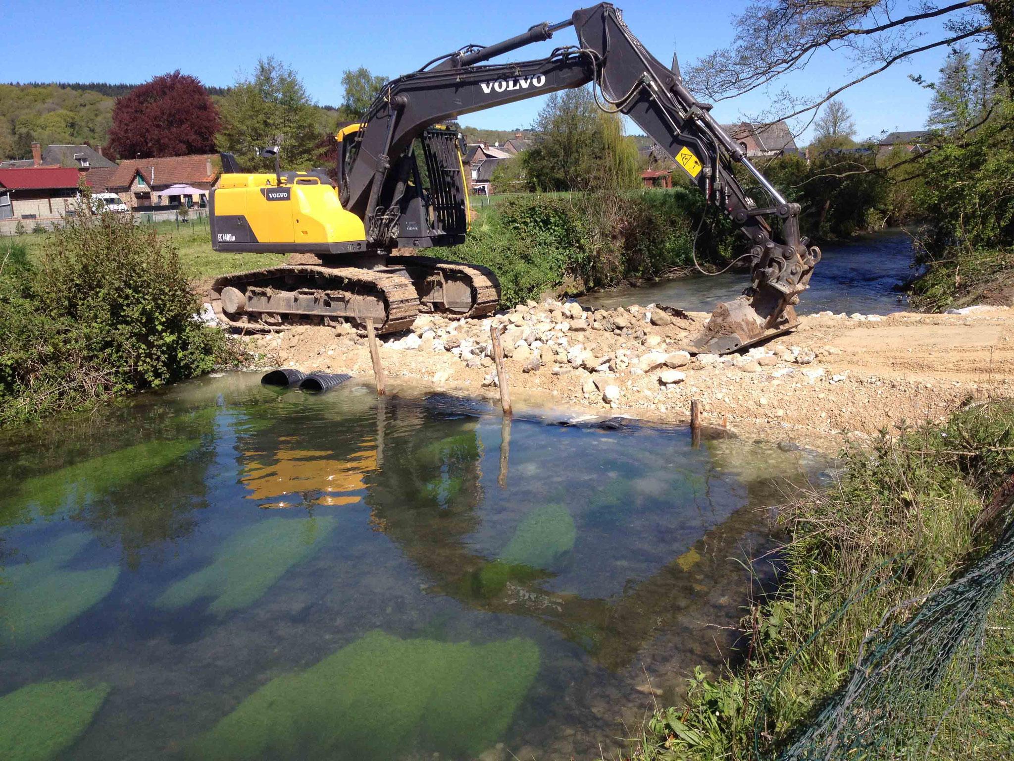 Préparation à l'accès au chantier - mise en place du busage