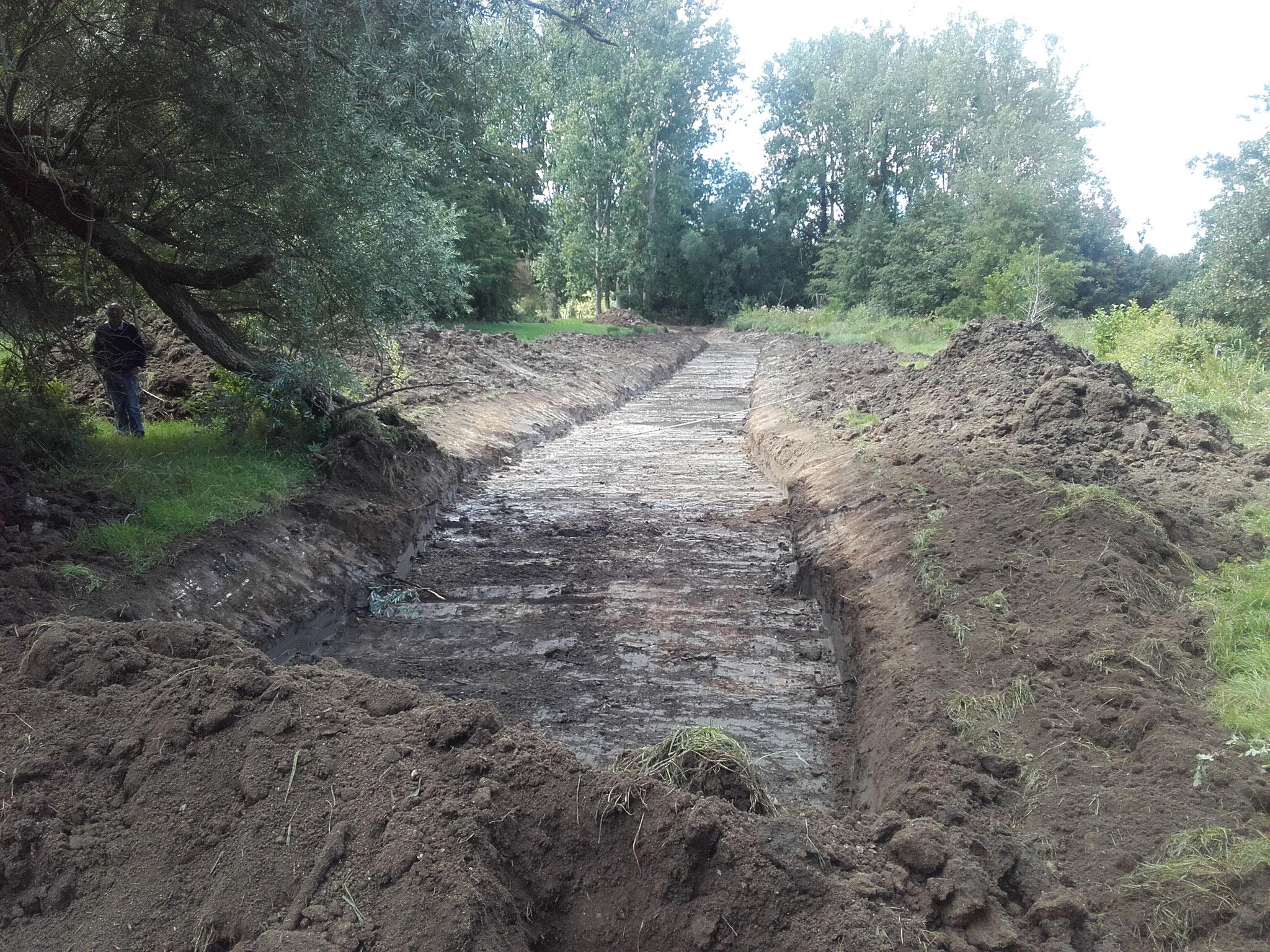 Terrassement du fossé provisoire pour dériver les eaux