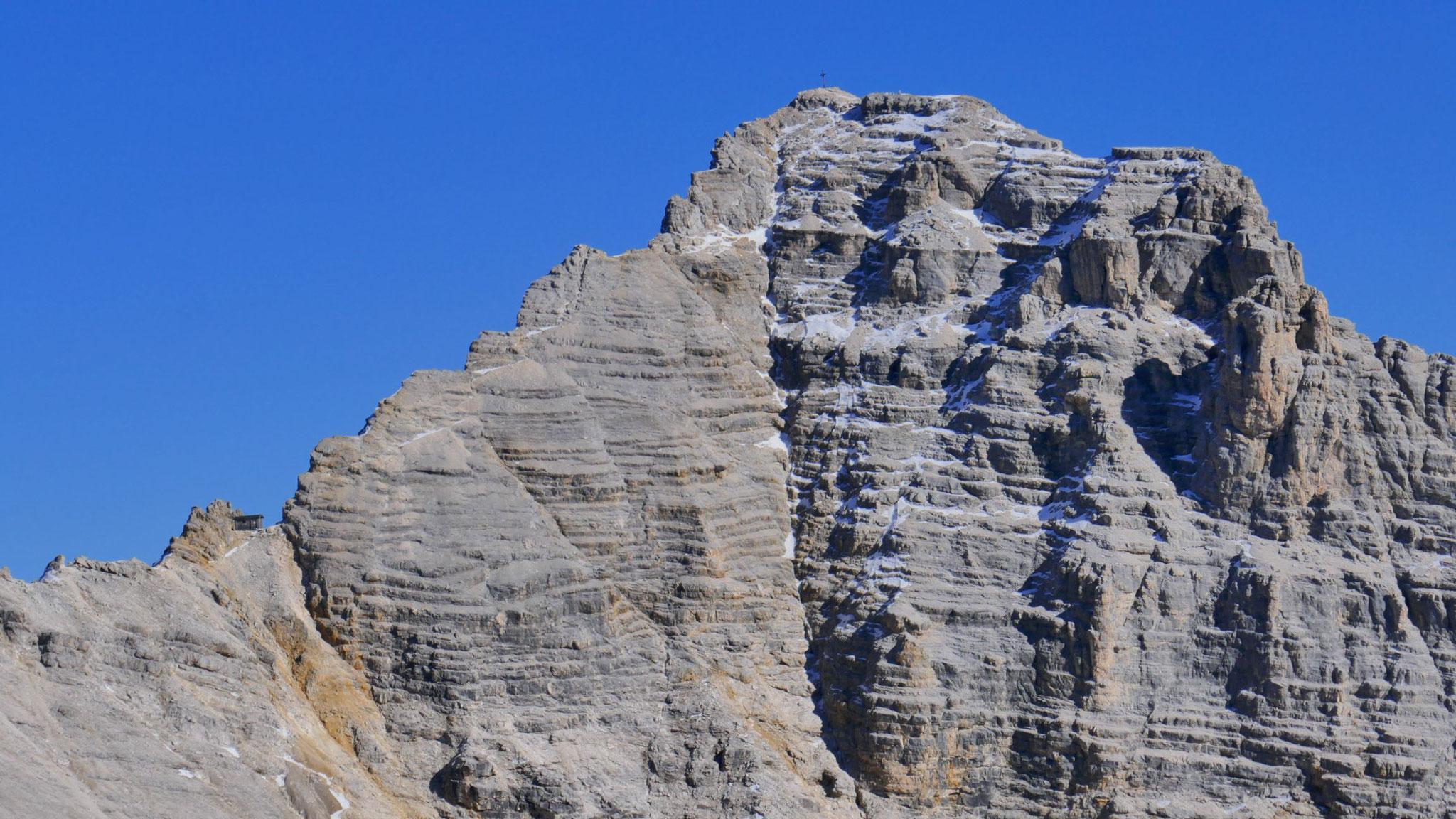 Birkkarspitze im Zoom, links Birkkarhüttl