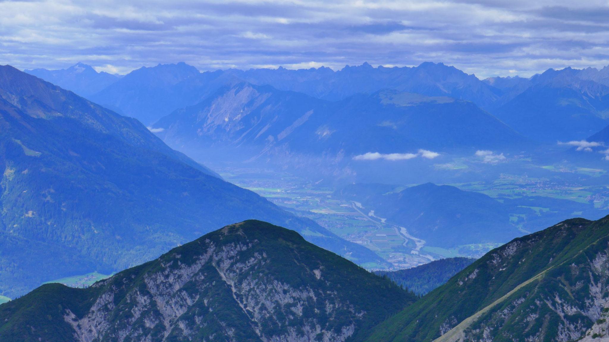 Oberes Inntal mit Tschirgant und Lechtaler Alpen
