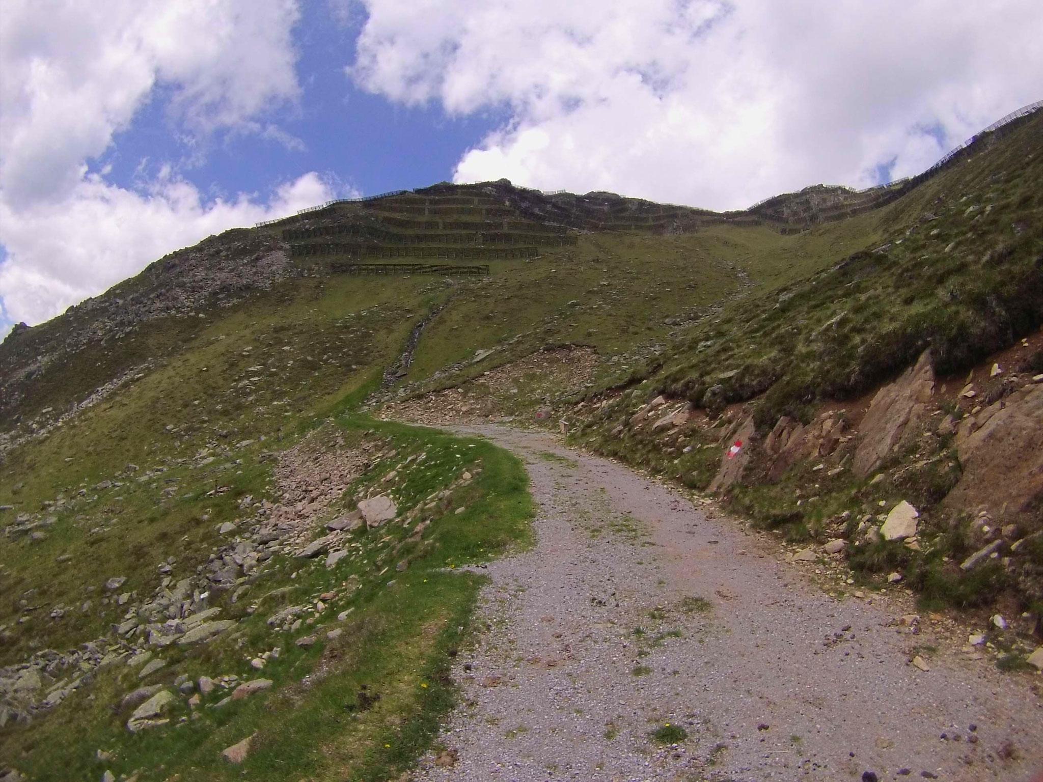 Eine paar Minuten noch, dann ist uns Bike-Depot auf 2200 Meter erreicht.