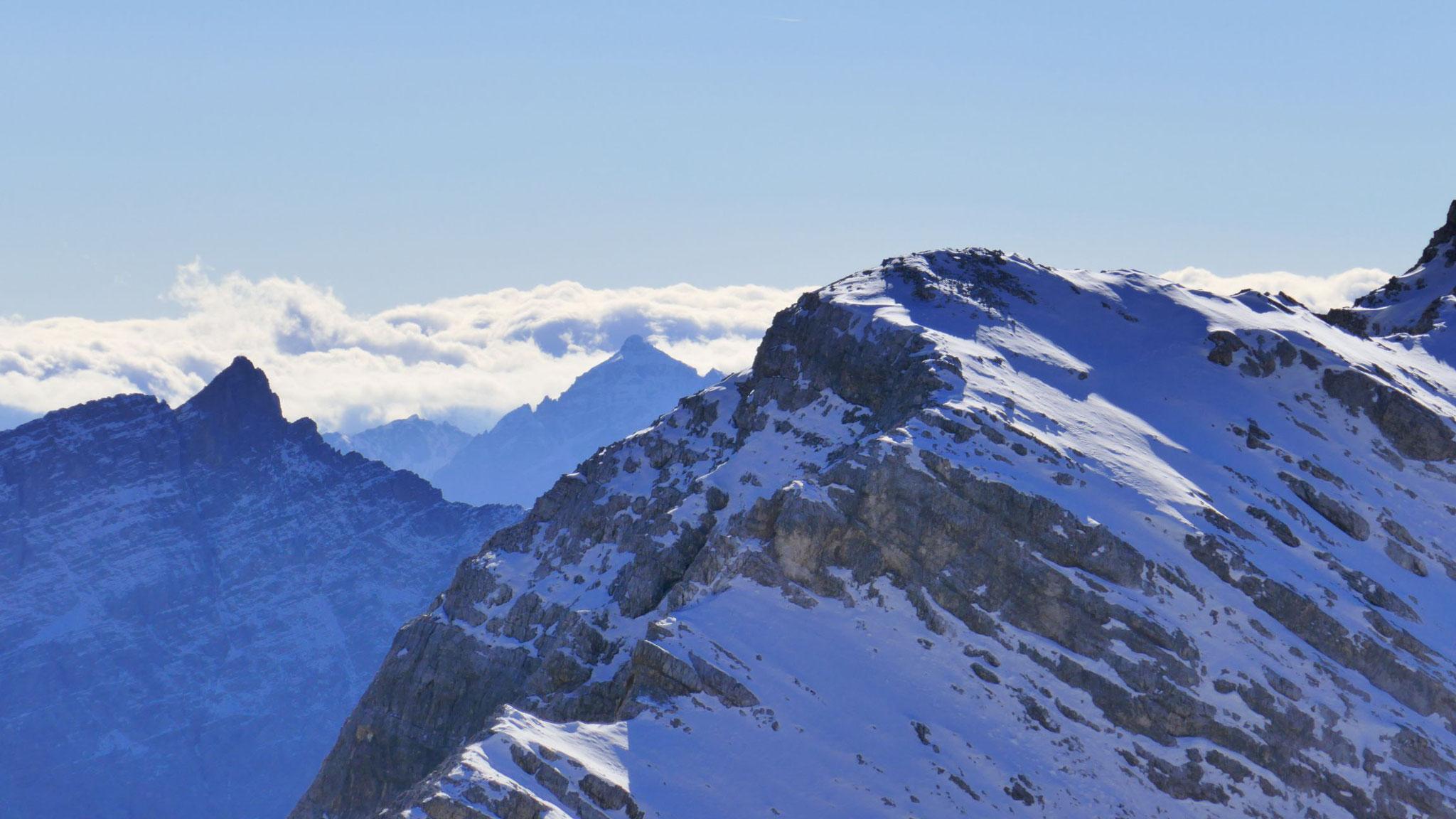 Nordgrat des Mittleren Birkkopfs, dahinter Kaskarspitze und Serles