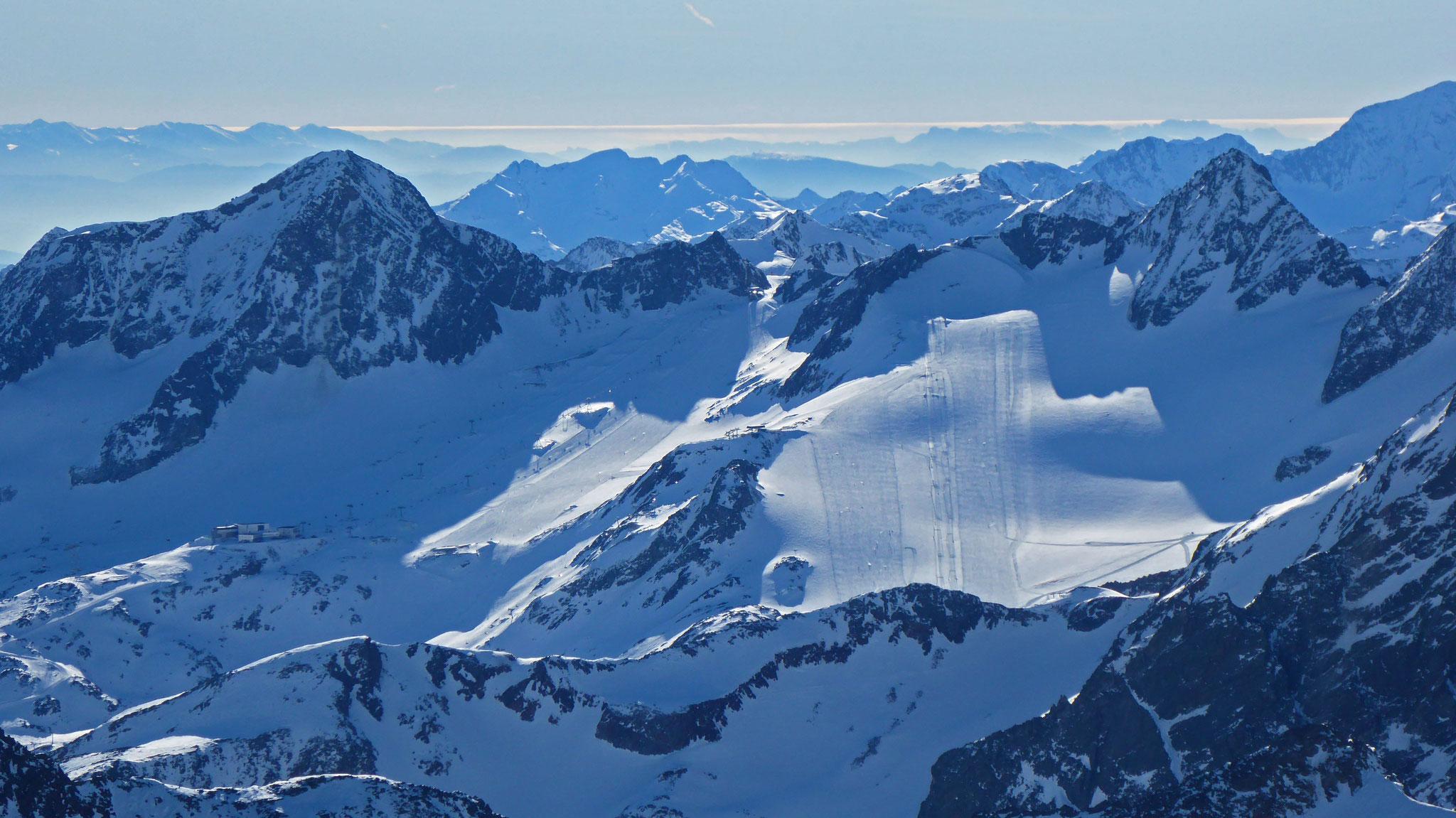 Stubaier Gletscher mit Schaufelspitze links