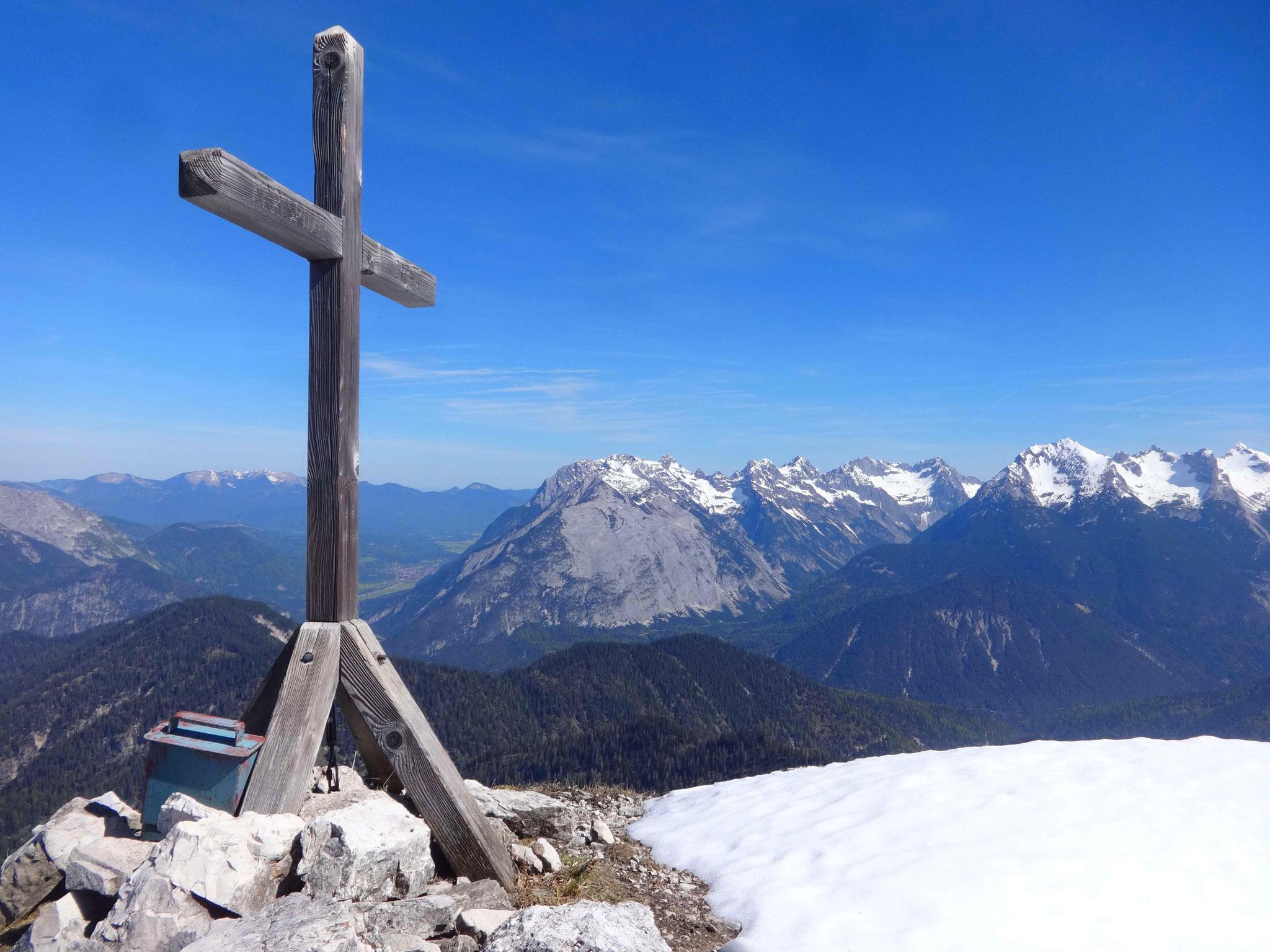 ...bis zum Gipfelkreuz der Maderkarlspitze (2173 m).