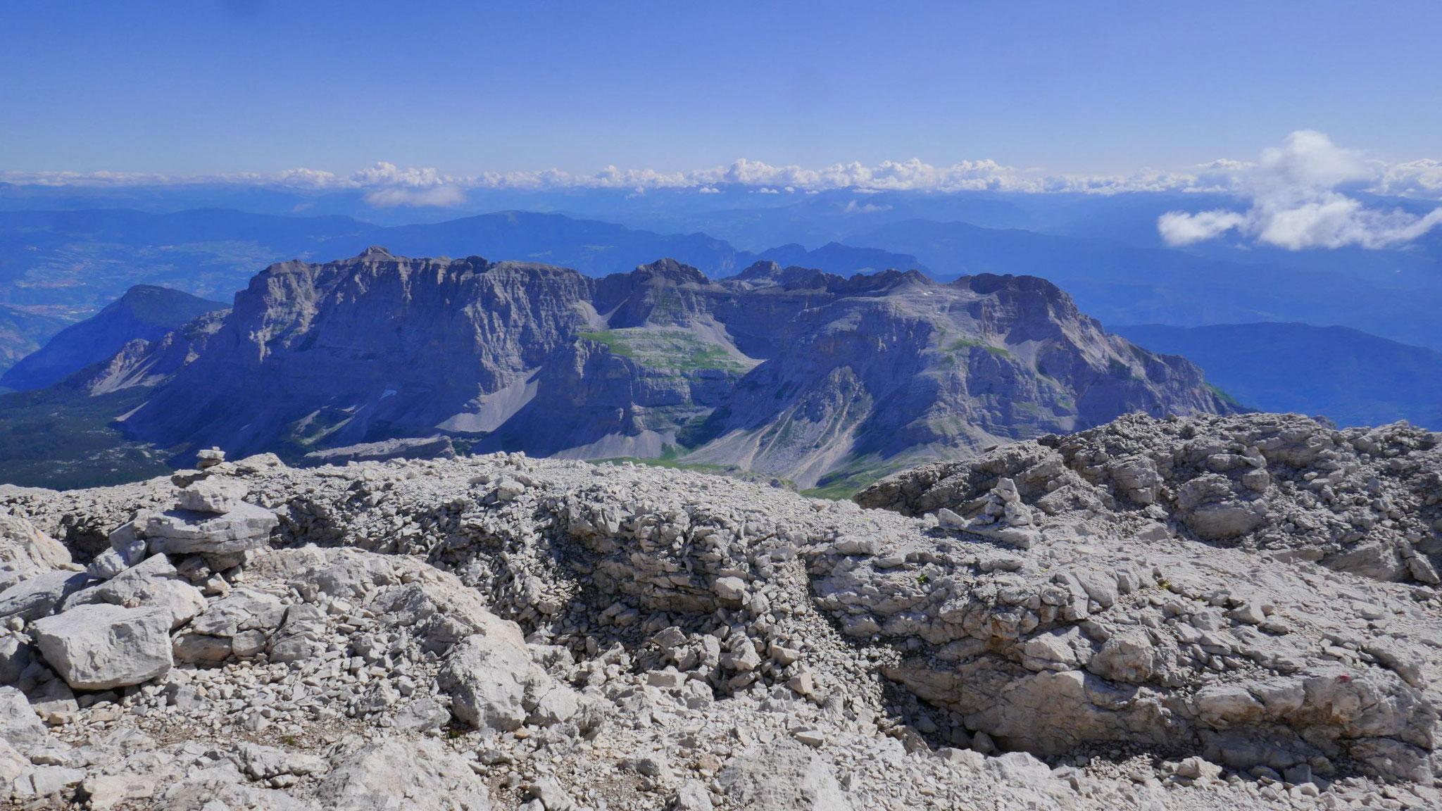 Monte Corona, dahinter Nonsberge und Fleimstaler