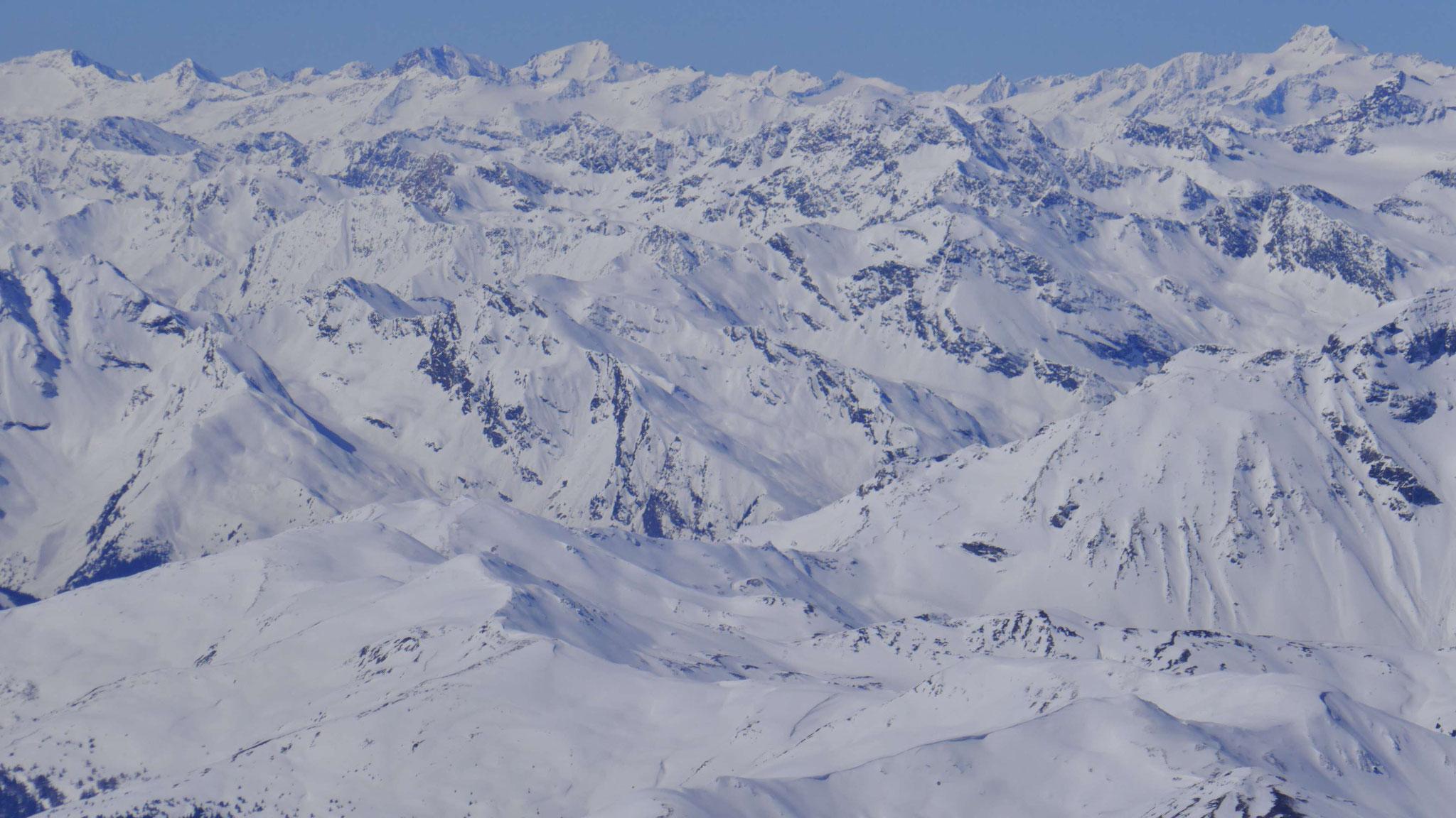 Brenner Grenzkamm, dahinter südliche Stubaier Alpen