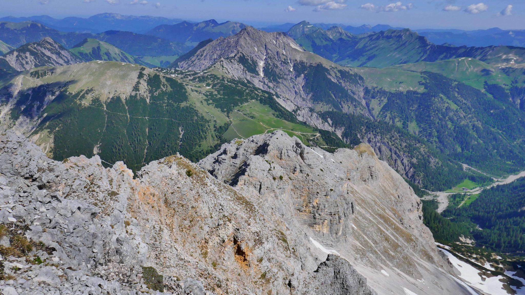 Nordgrat zum Vorgipfel der Bettlerkarspitze, rechts Gerntal