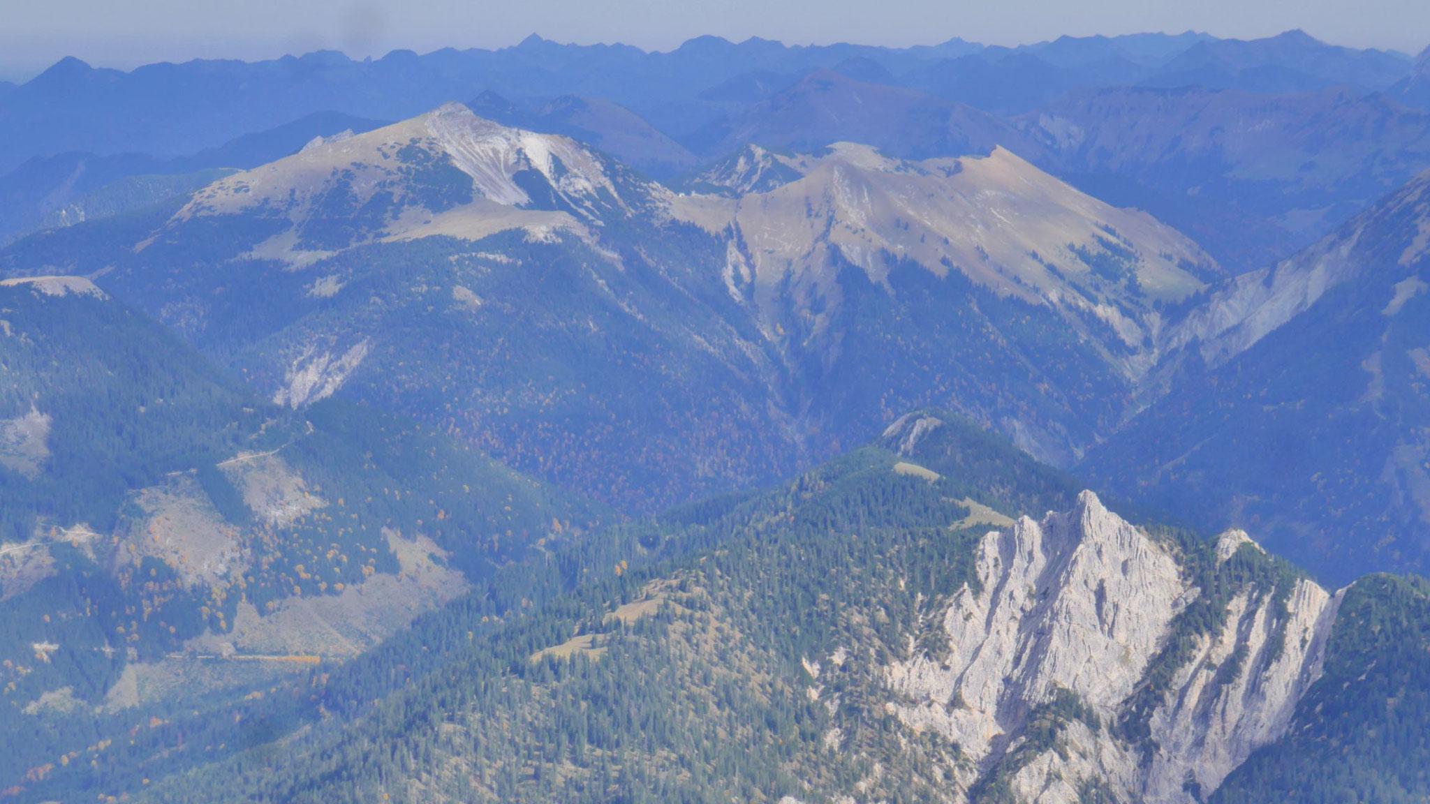 Scharfreiter und Stierjoch im Vorkarwendel, im Vordergrund rechts die Rappenklammspitze