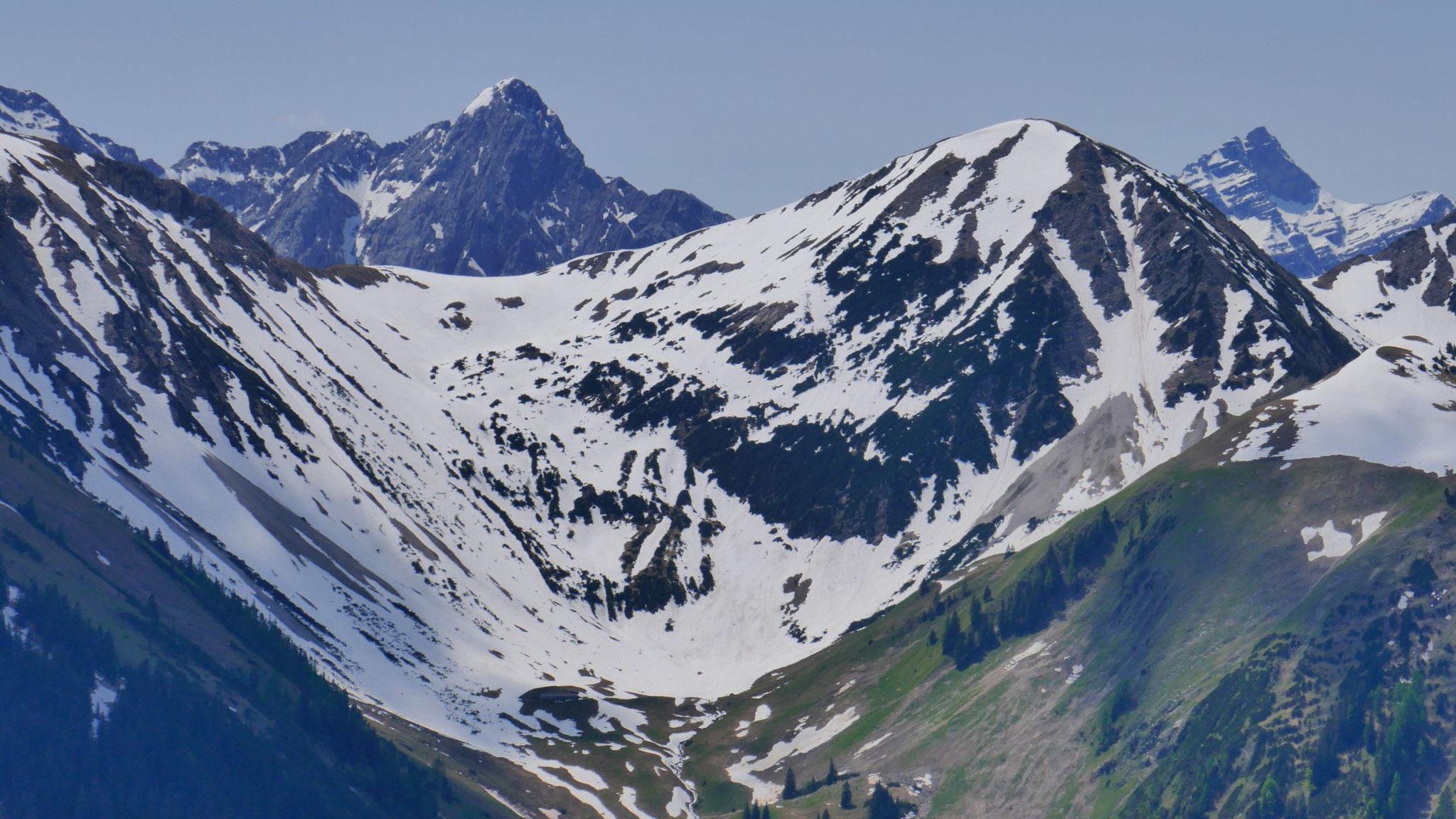 Durchblick zu den Falken, daneben Hölzelstaljoch, rechts Kaltwasserkarspitze