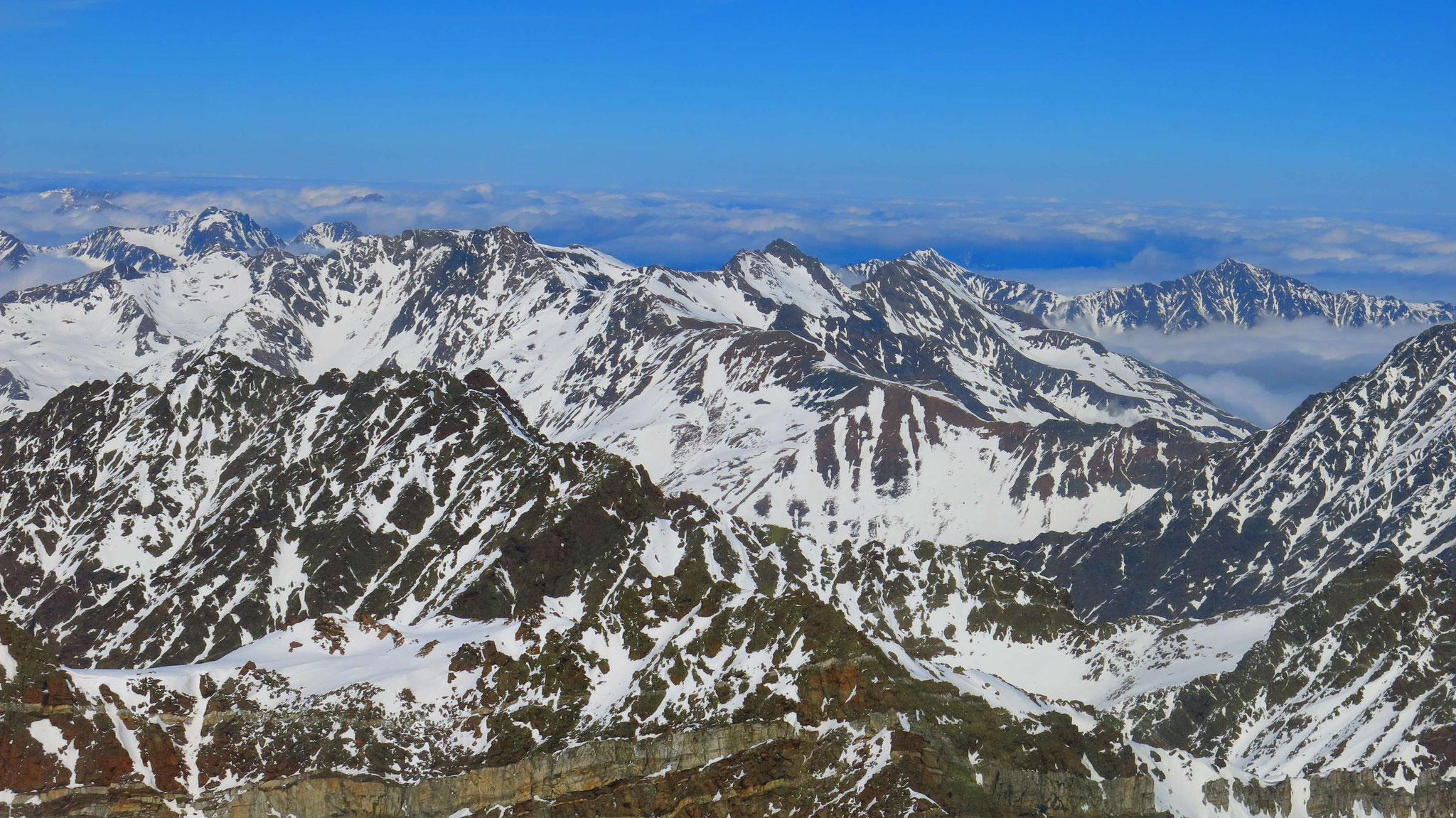 Dunkle Sellrainer Berge mit Rietzer Grieskogel, Zwieselbacher Rosskogel und Peiderspitze