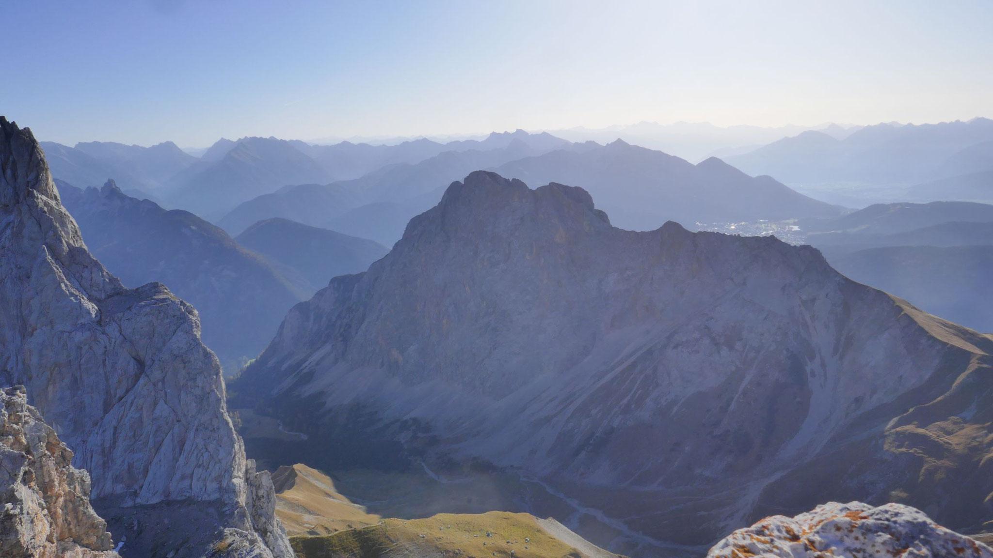 Gehrenspitze, dahinter Karwendel