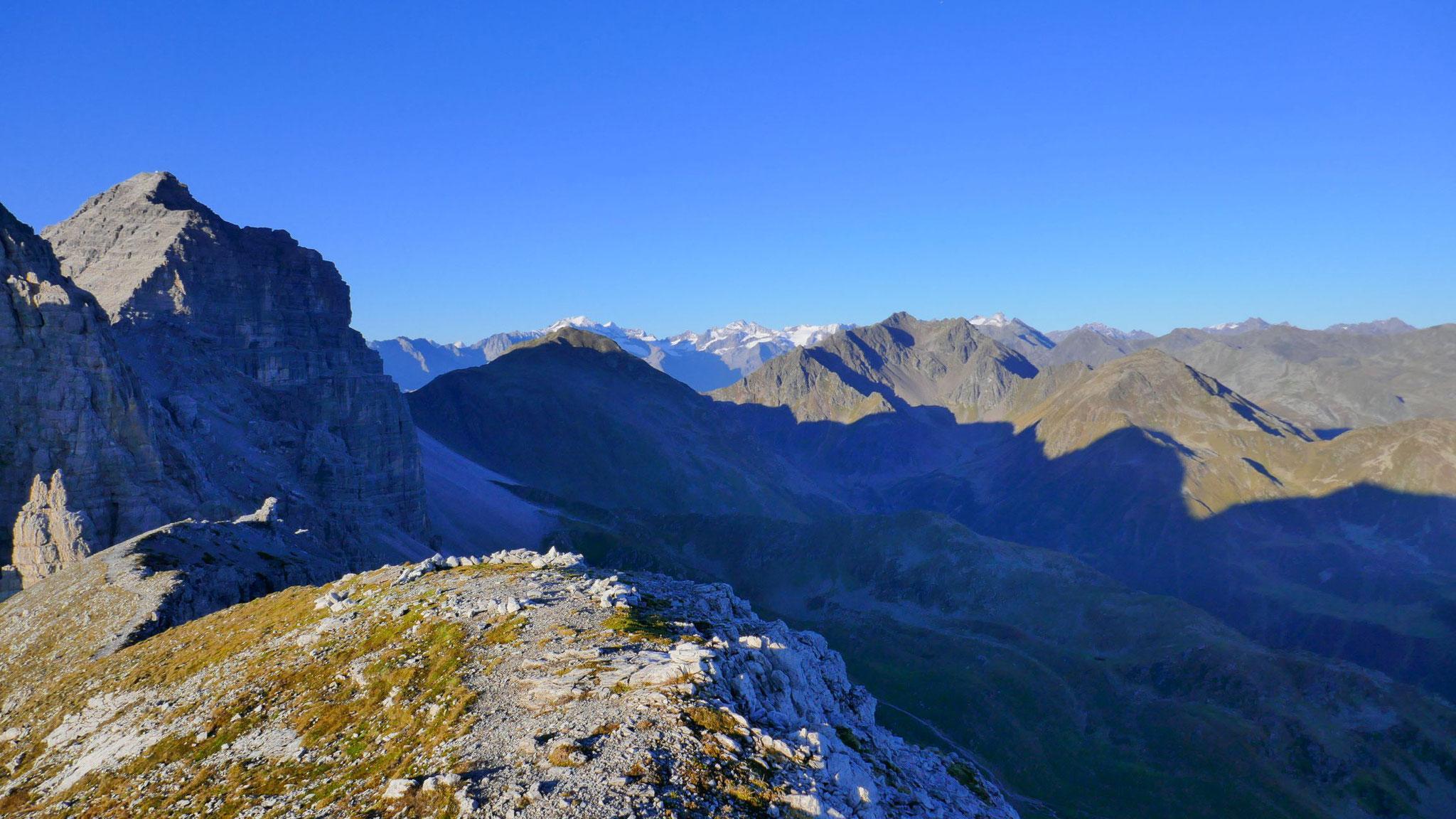 Hinteres Senderstal mit Schwarzhorn, dahinter Alpeiner Gletscherberge