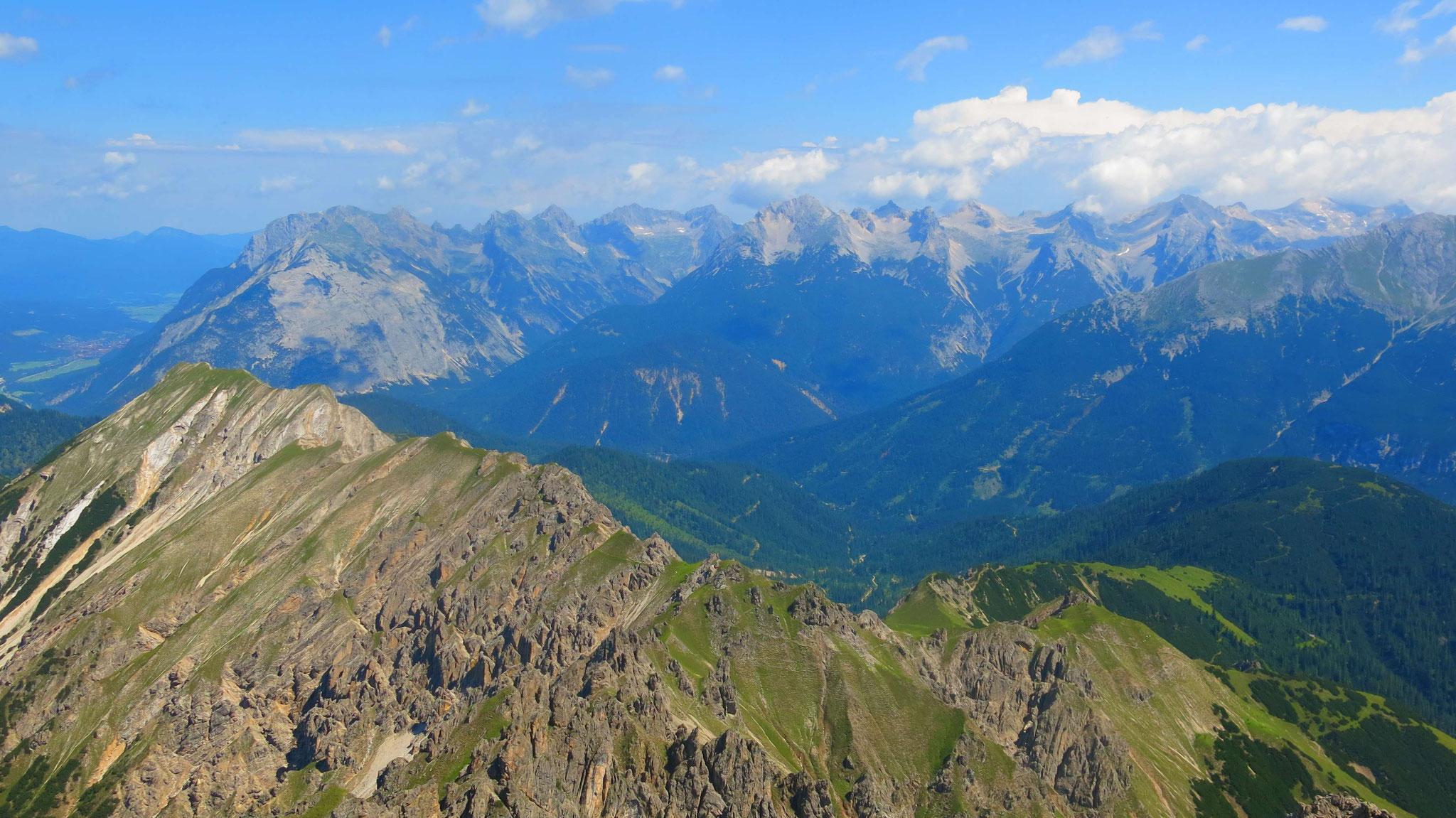 Fleischbankgrat und dahinter das westliche Karwendel