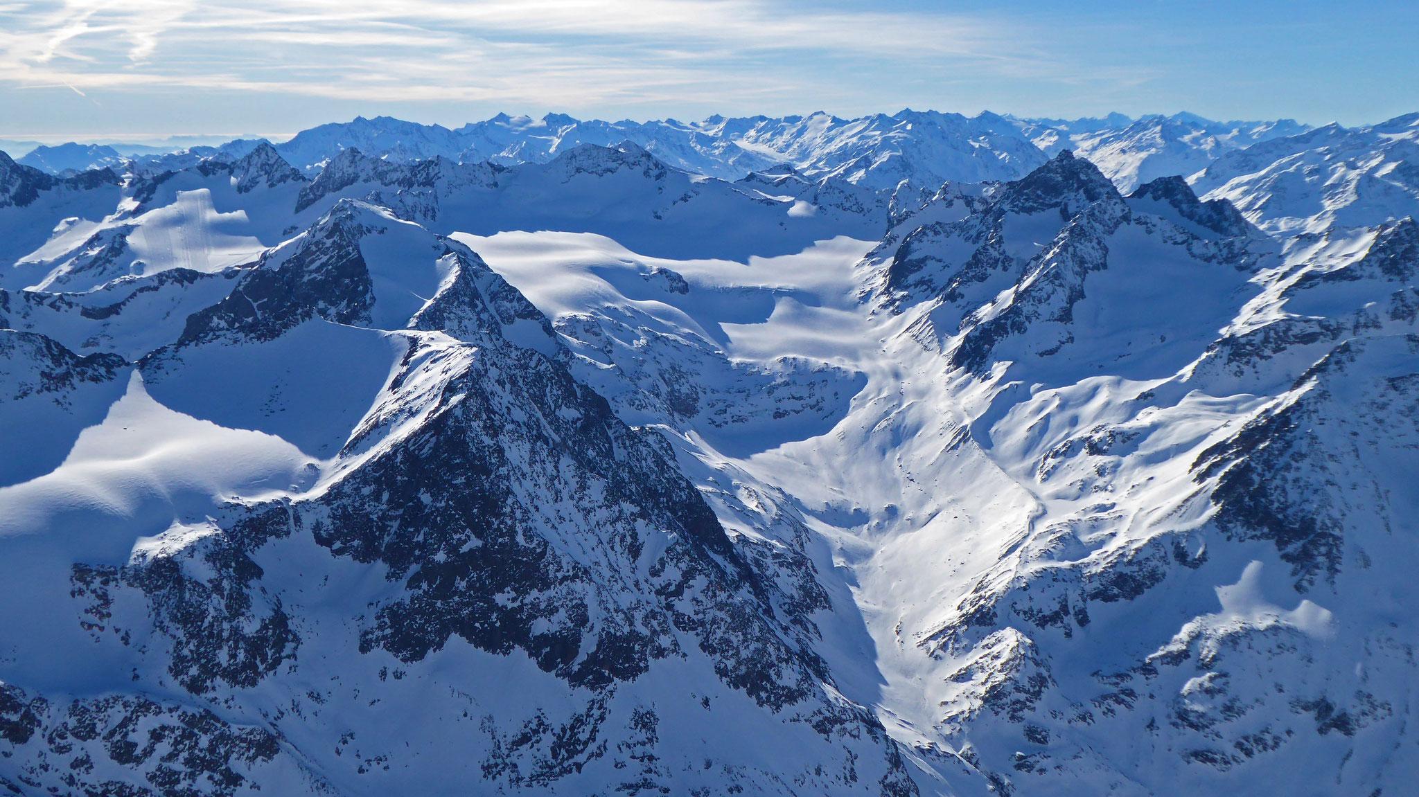 Nach Süden: Sulztalferner, Alpenhauptkamm, rechts die südlichen Ötztaler