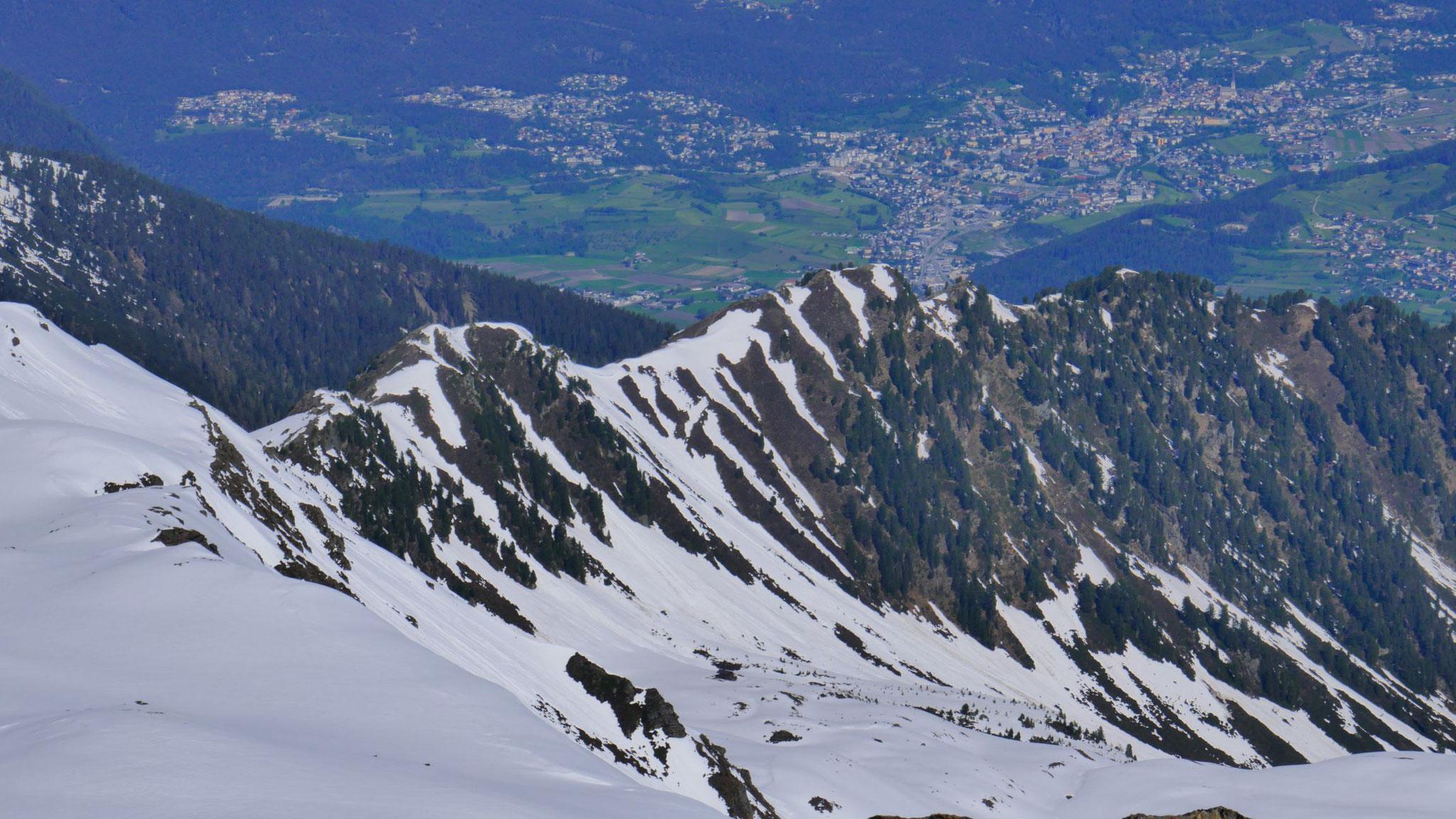 Imst, im Vordergrund das Walder Gipfelkreuz