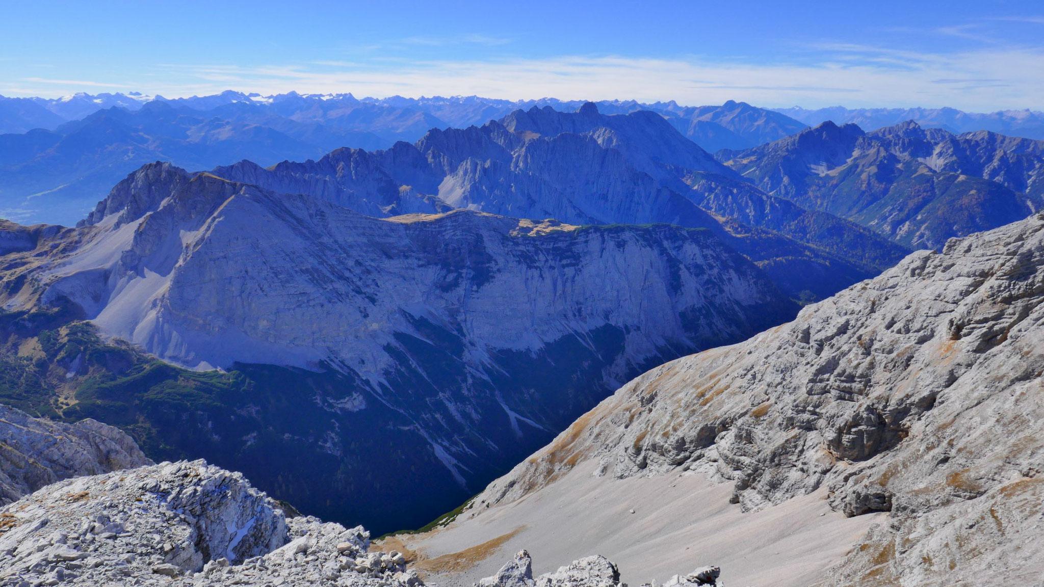 Westliche Inntalkette und Erlspitzgruppe, dahinter Stubaier Alpen
