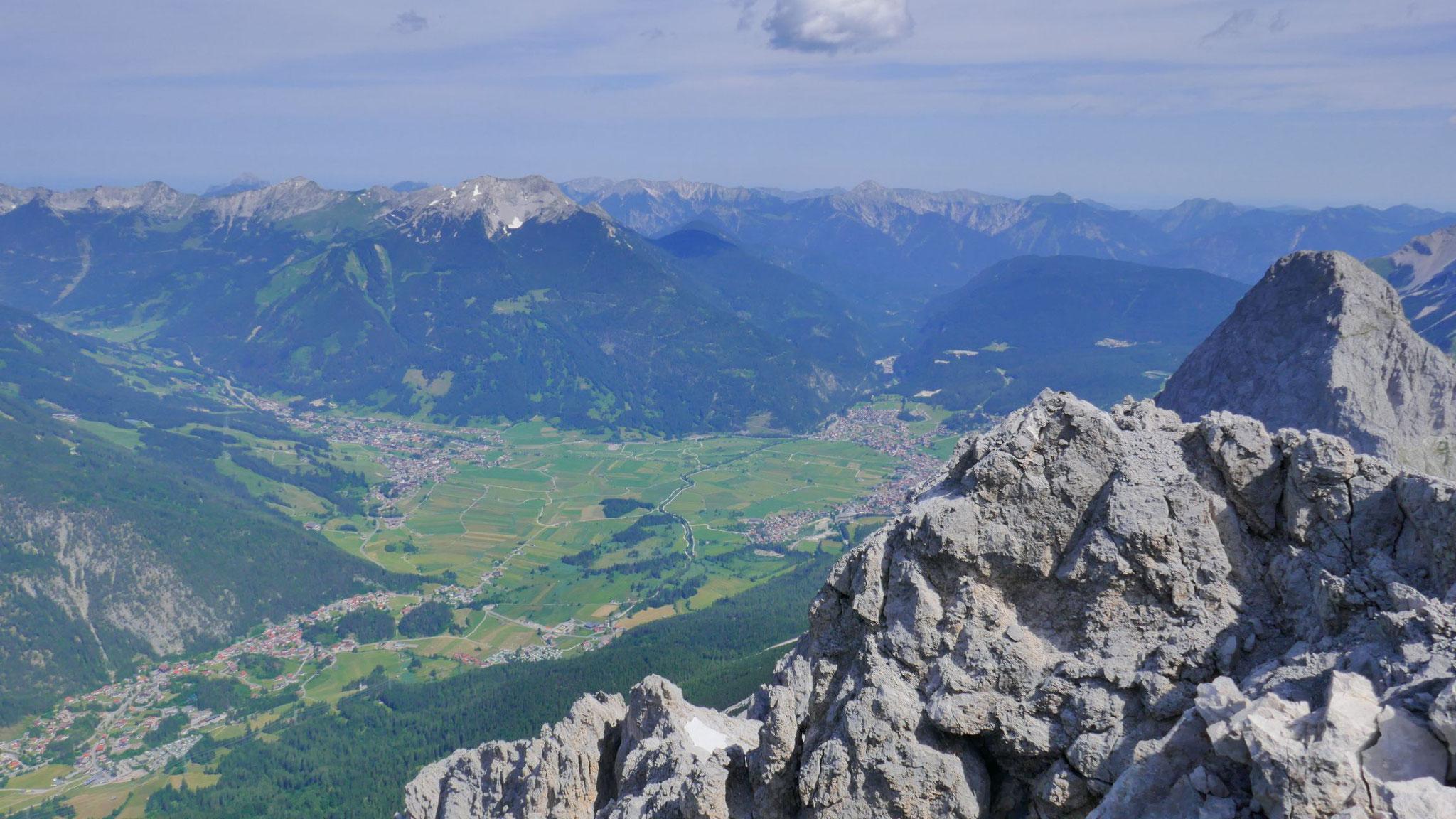 Biberwier - Lermoos - Ehrwald, dahinter die Ammergauer mit dem Daniel