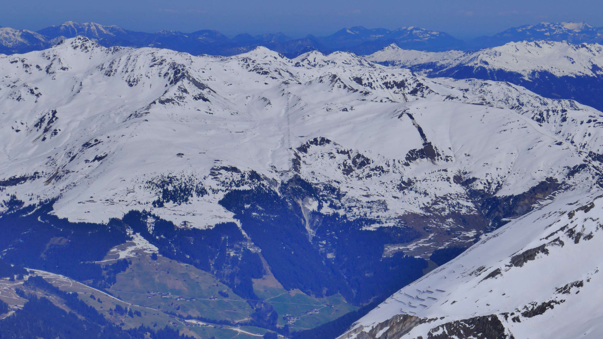 Links Rastkogel, rechts Skigebiet Mayrhofen-Penken
