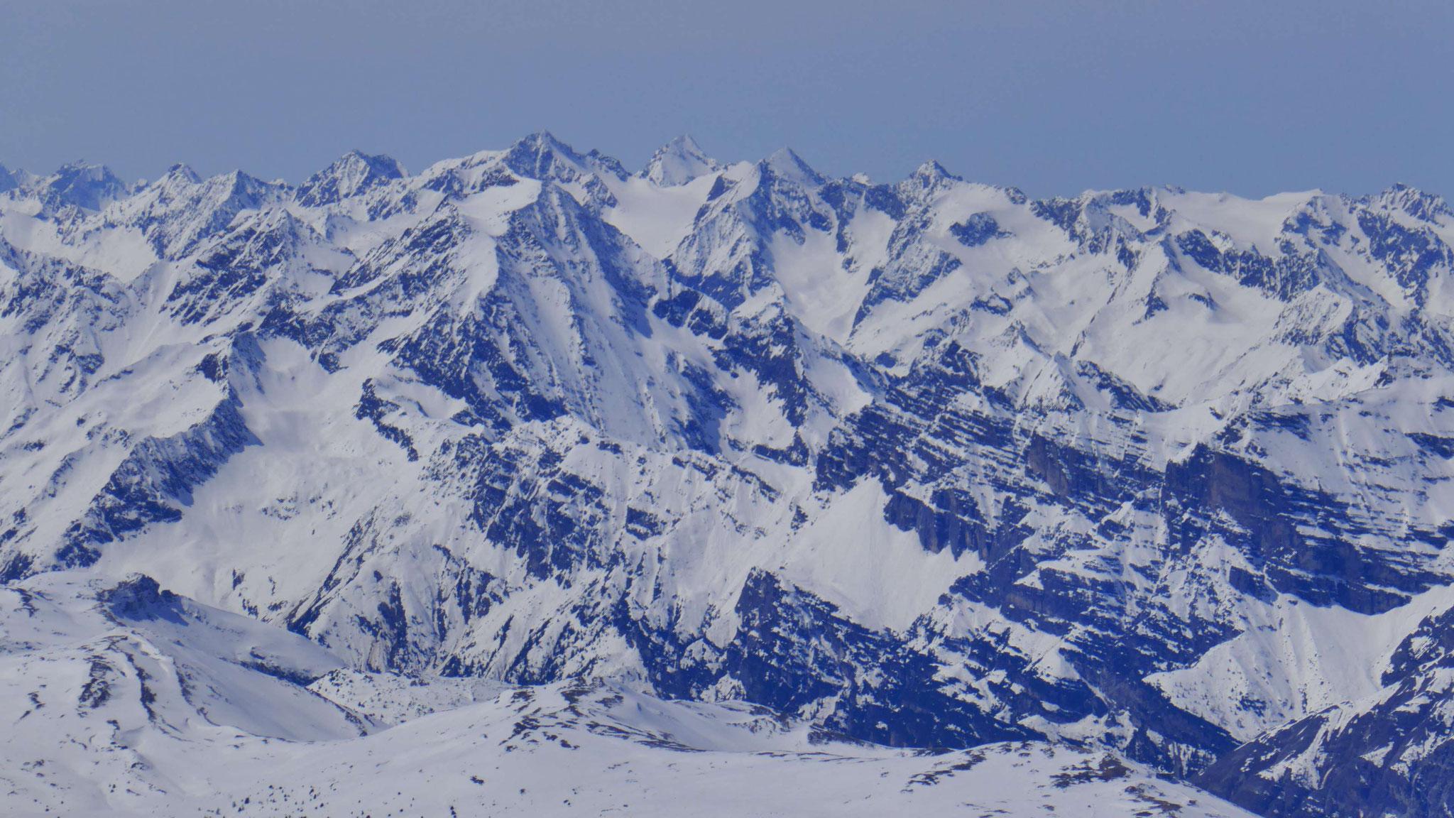 Habicht, dahinter Alpeiner Berge mit Ruderhofspitze & co.